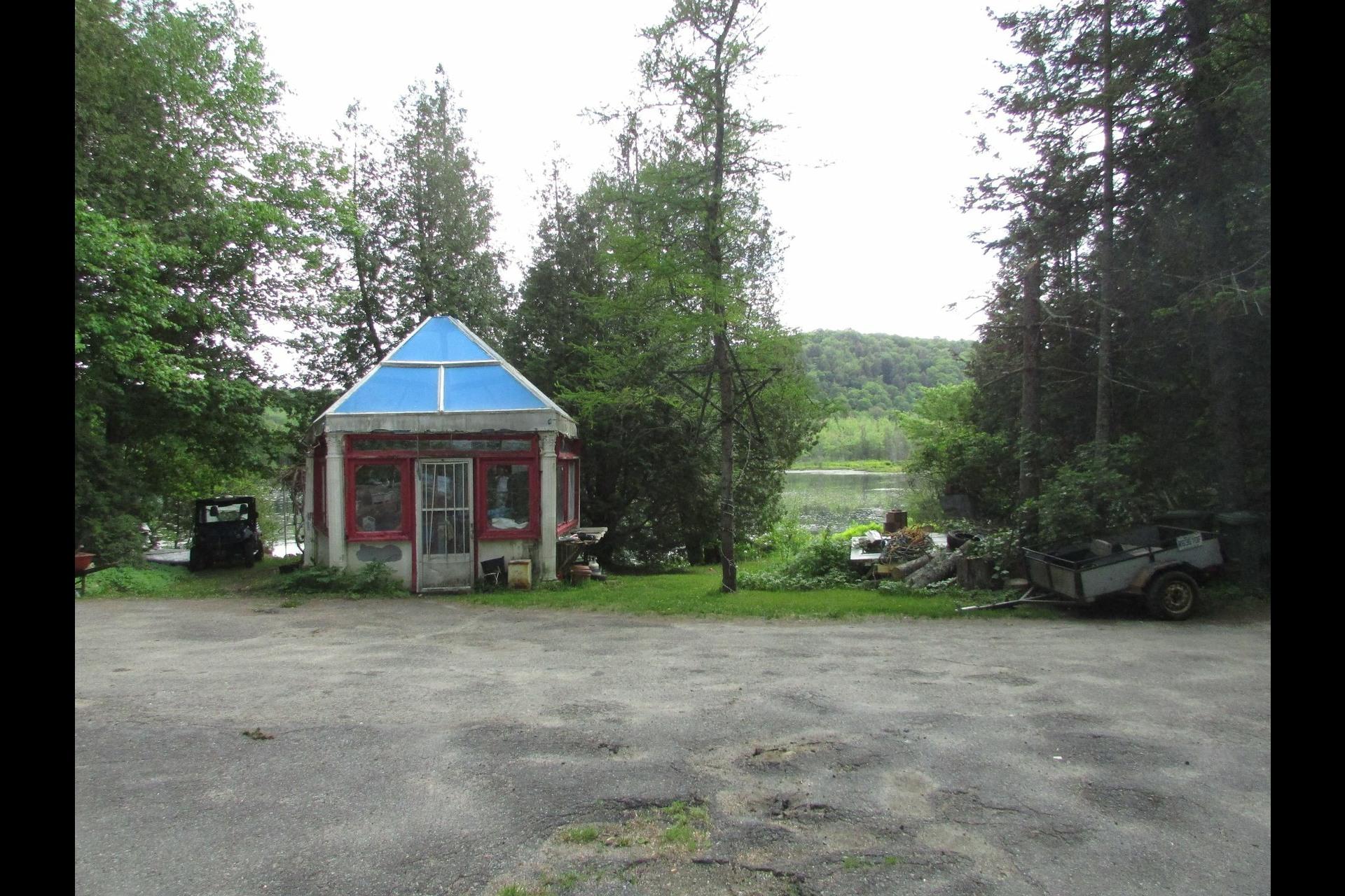 image 4 - Maison À vendre Saint-Hippolyte - 3 pièces