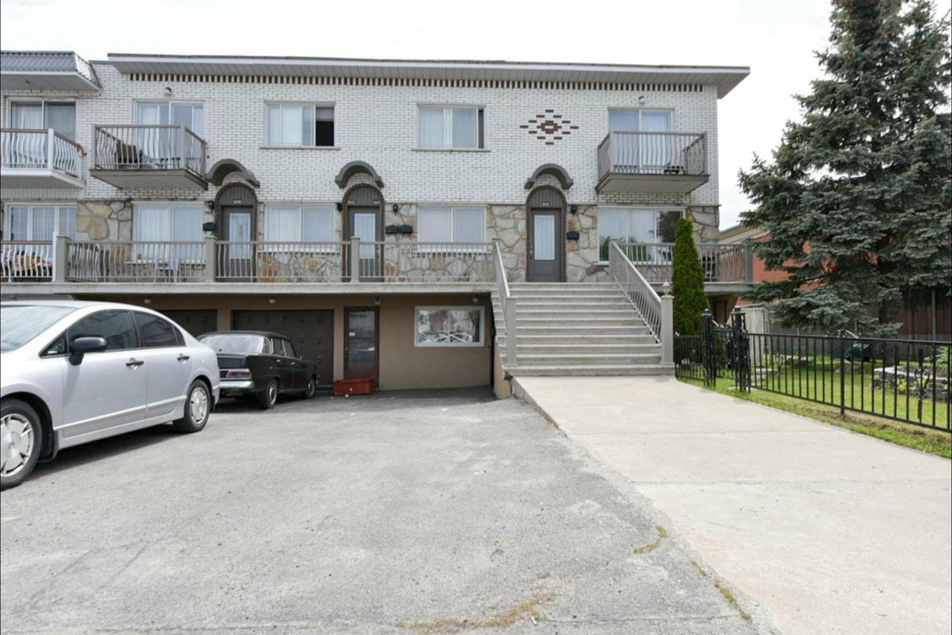 image 1 - Quintuplex For sale Montréal Saint-Léonard  - 7 rooms