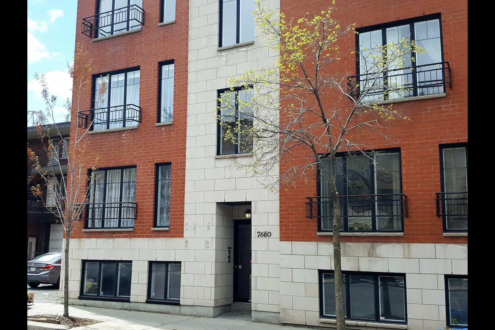 image 0 - Appartement À vendre Montréal Villeray/Saint-Michel/Parc-Extension  - 4 pièces