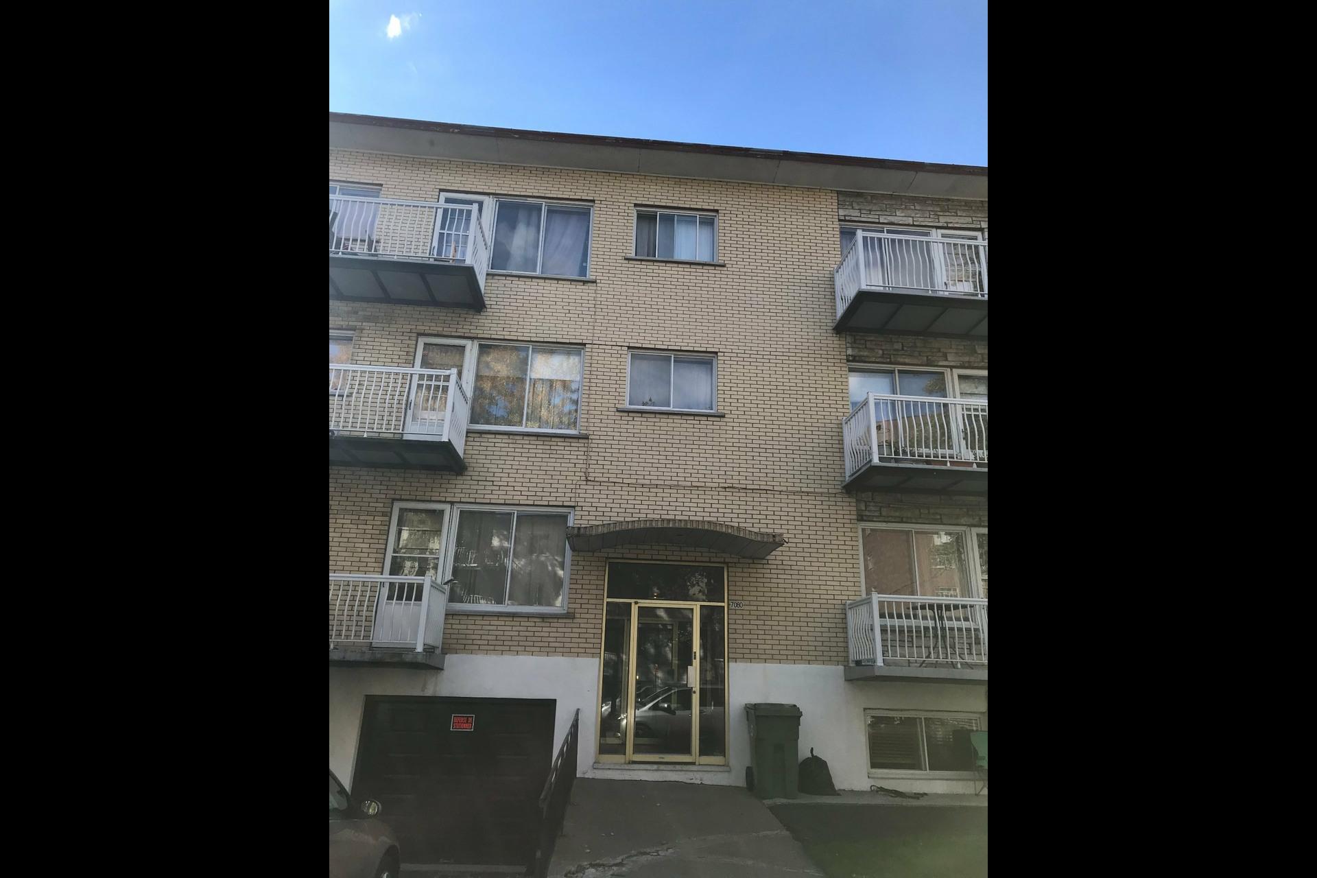image 1 - Immeuble à revenus À vendre Montréal Saint-Léonard  - 4 pièces