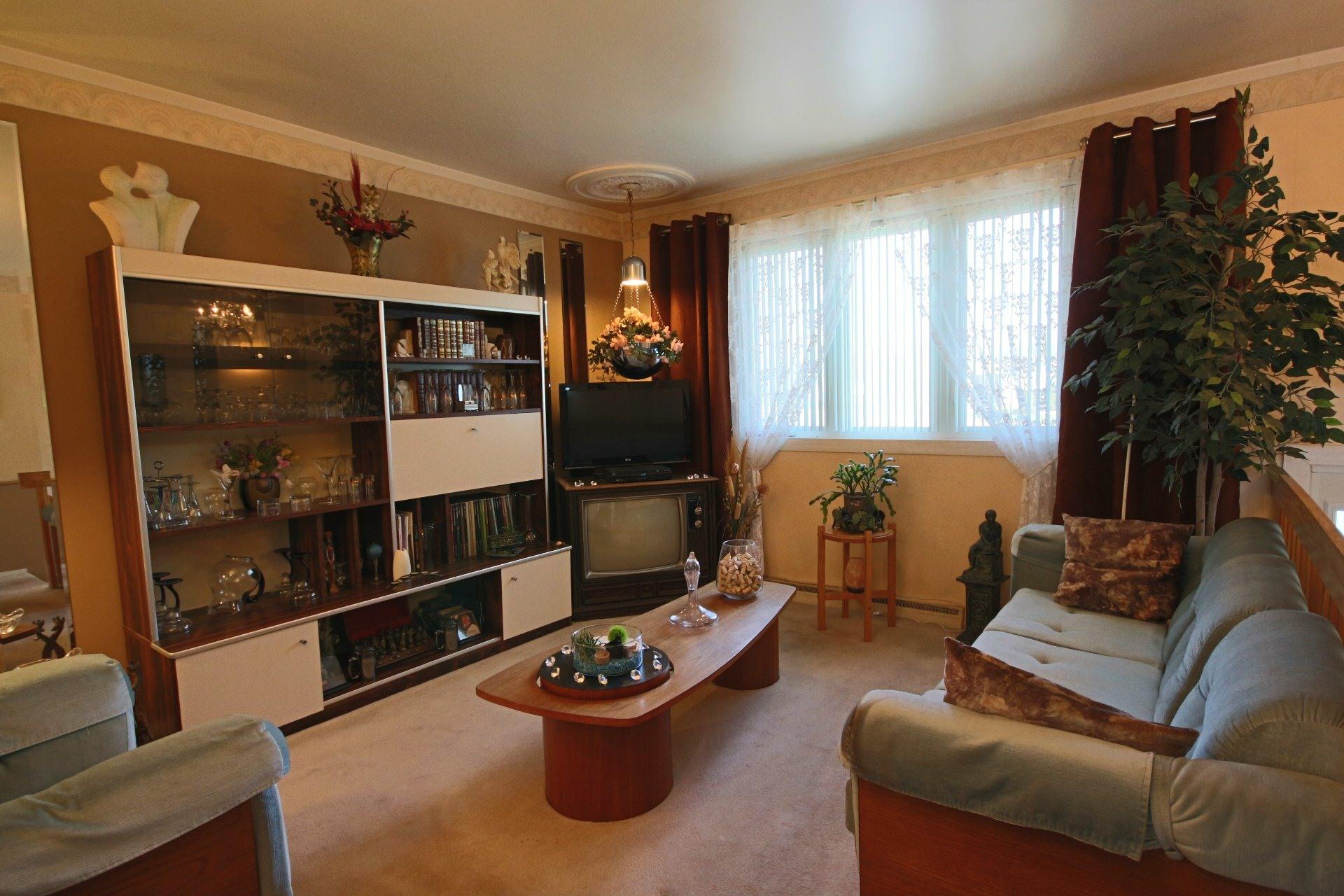 image 2 - Maison À vendre Longueuil Saint-Hubert  - 10 pièces