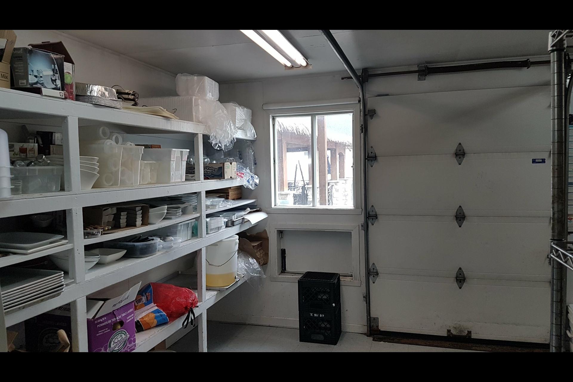 image 46 - Office For sale Saint-Esprit