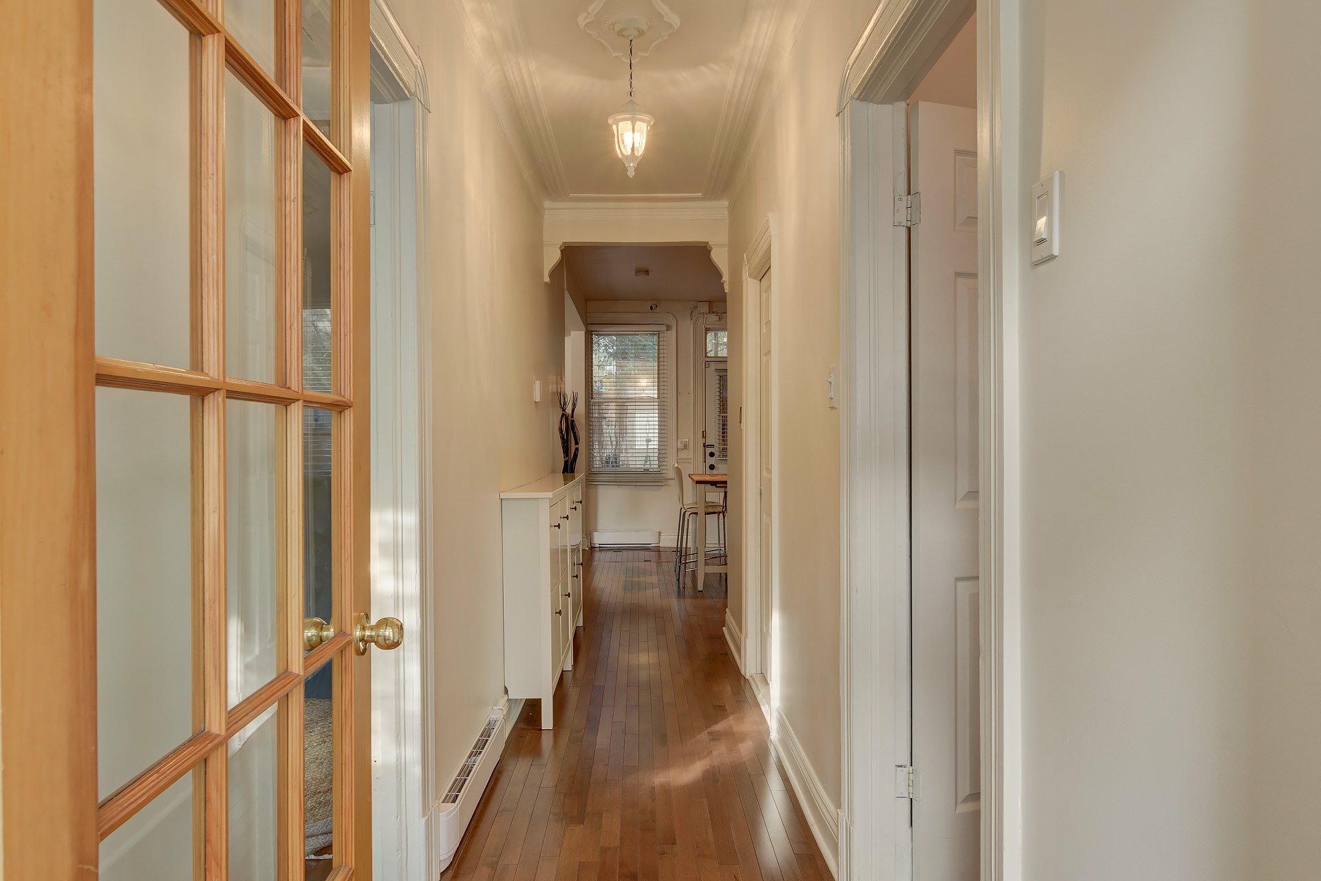 image 9 - Appartement À louer Montréal Le Sud-Ouest  - 5 pièces