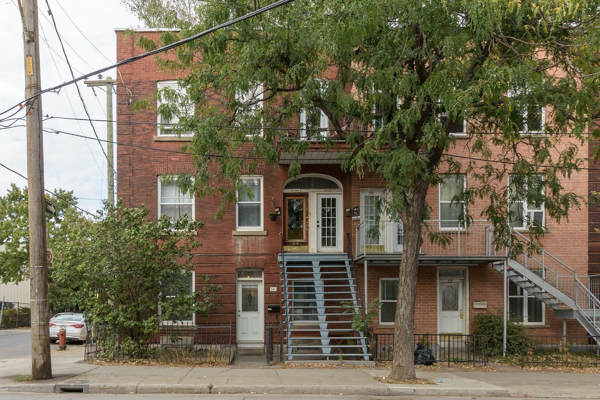 image 12 - Appartement À louer Montréal Le Sud-Ouest  - 5 pièces