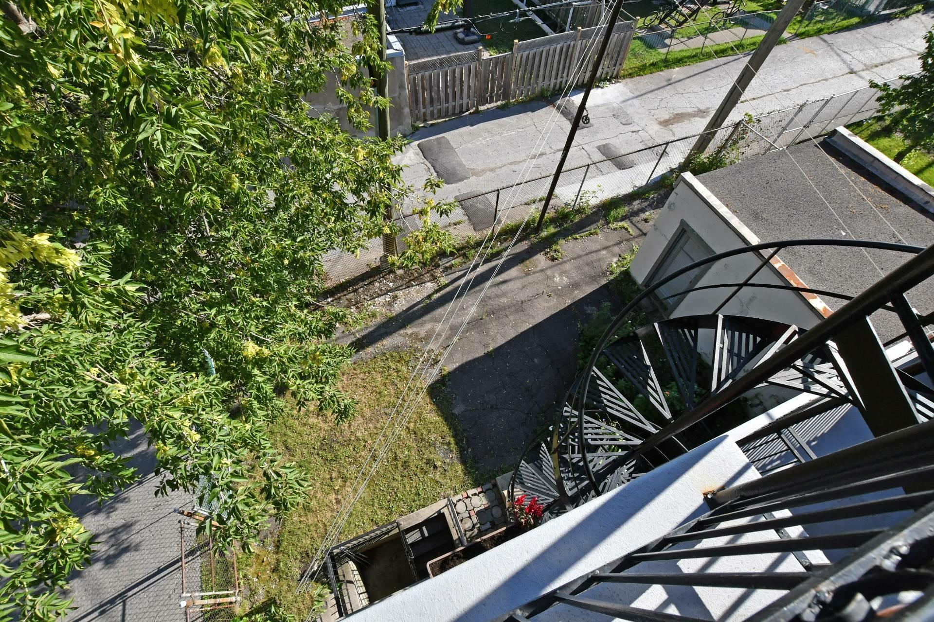 image 9 - Immeuble à revenus À vendre Montréal Villeray/Saint-Michel/Parc-Extension  - 4 pièces