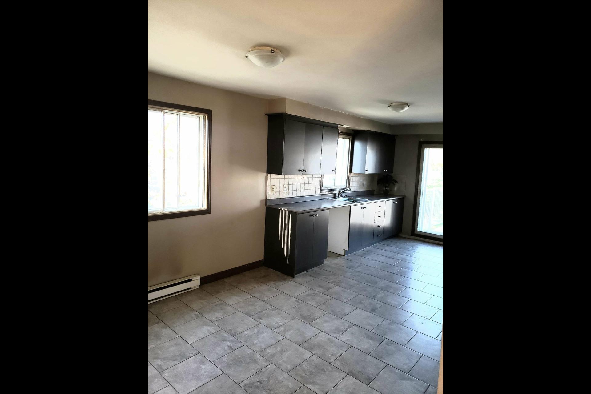 image 4 - Appartement À louer Montréal LaSalle  - 6 pièces