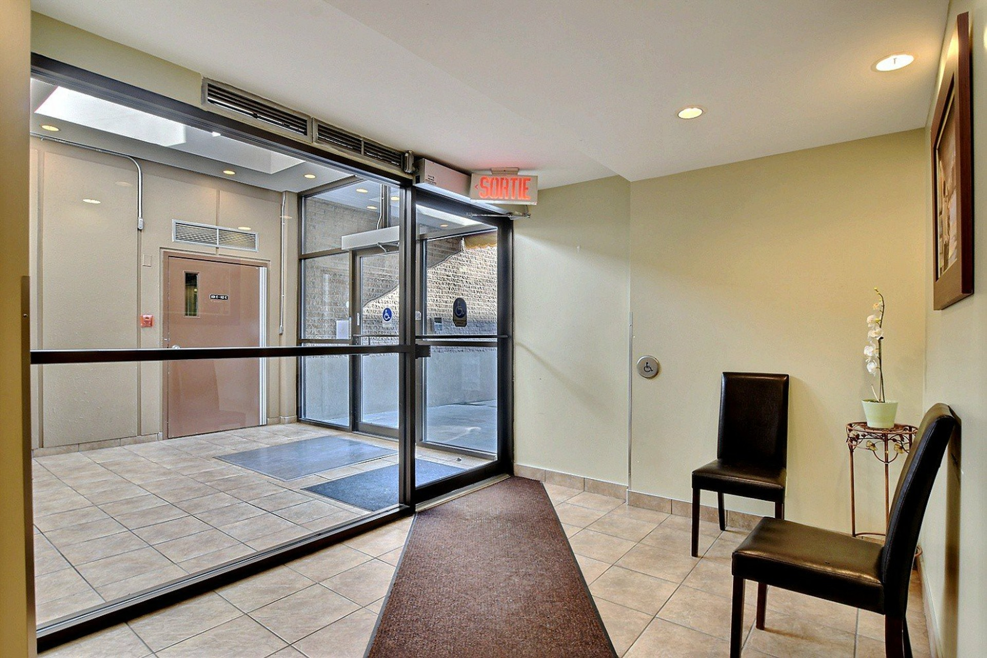 image 1 - Apartment For rent Brossard - 7 rooms