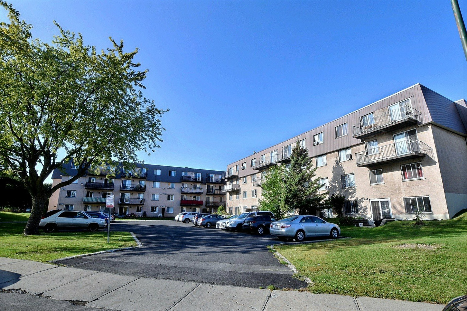 image 0 - Apartment For rent Brossard - 7 rooms