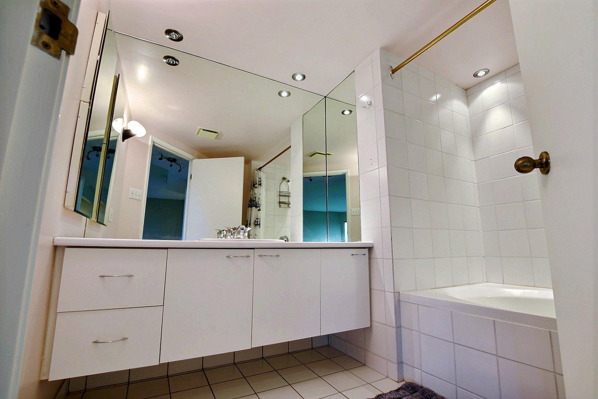 image 15 - Apartment For rent Montréal Verdun/Île-des-Soeurs  - 4 rooms