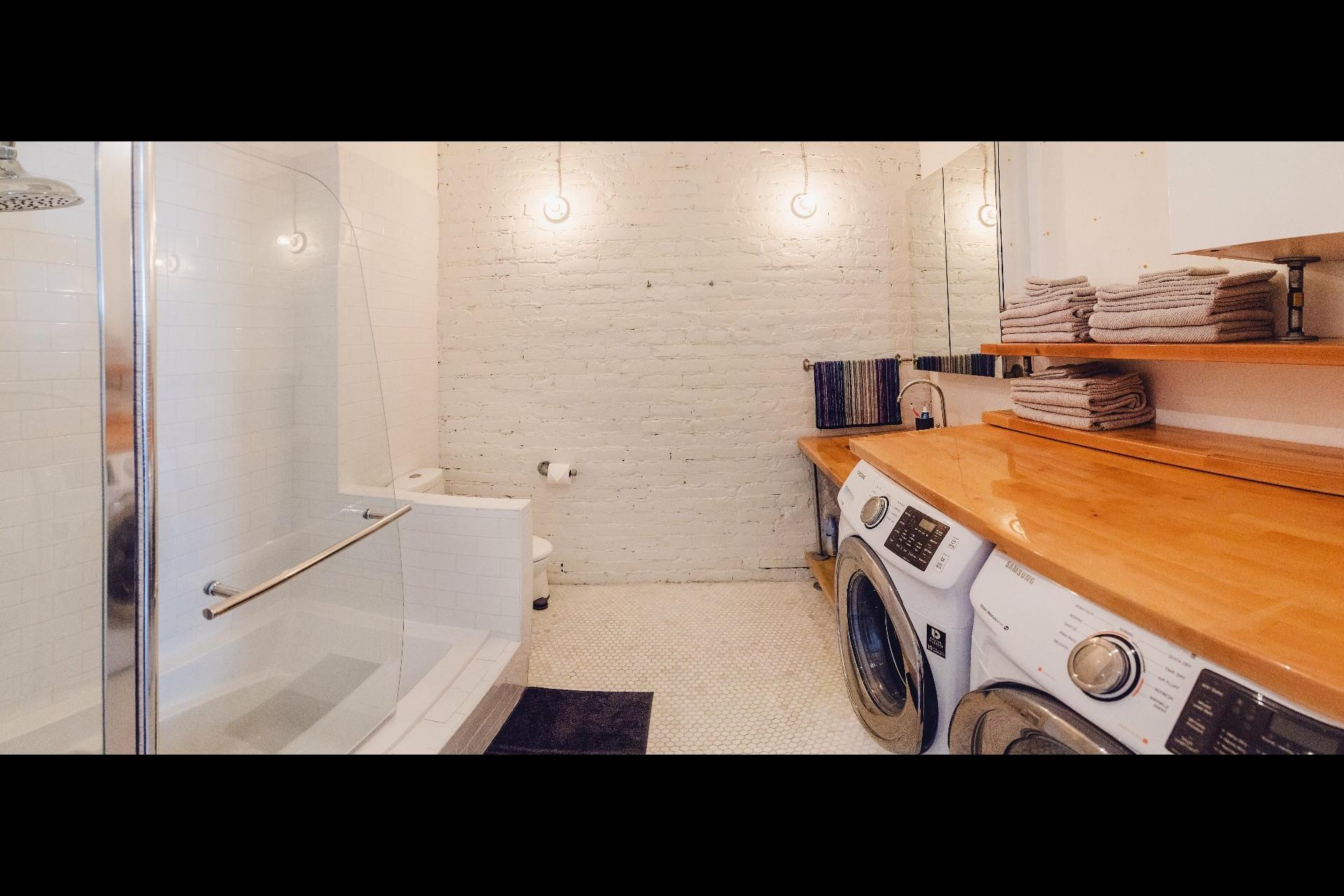 image 6 - Appartement À louer Montréal Le Sud-Ouest  - 5 pièces