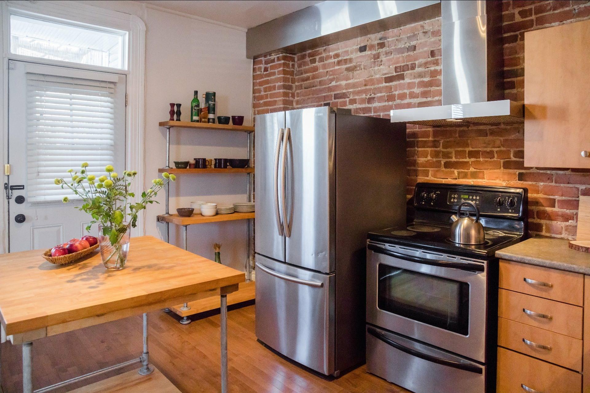 image 2 - Appartement À louer Montréal Le Sud-Ouest  - 5 pièces
