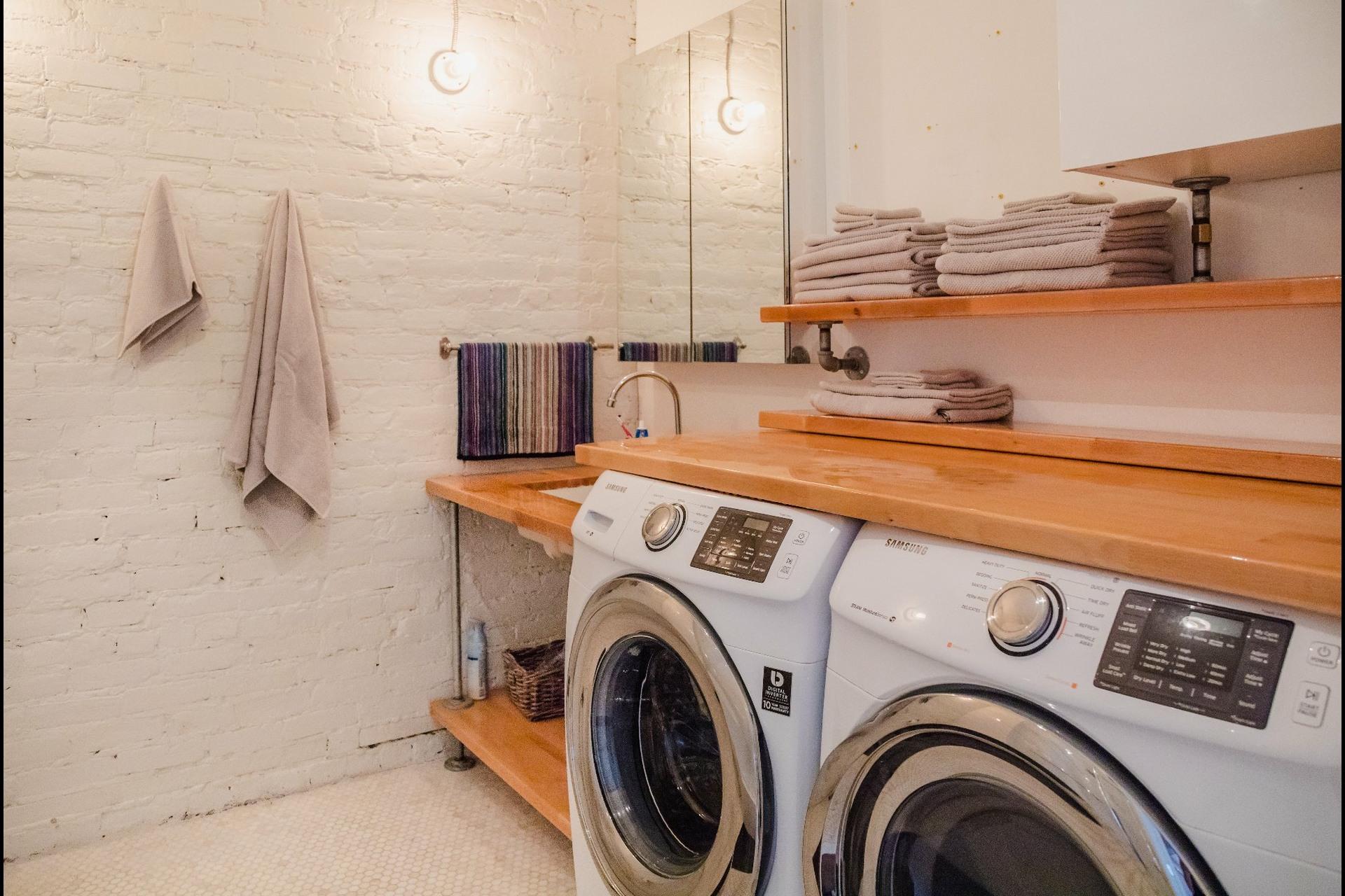 image 7 - Appartement À louer Montréal Le Sud-Ouest  - 5 pièces