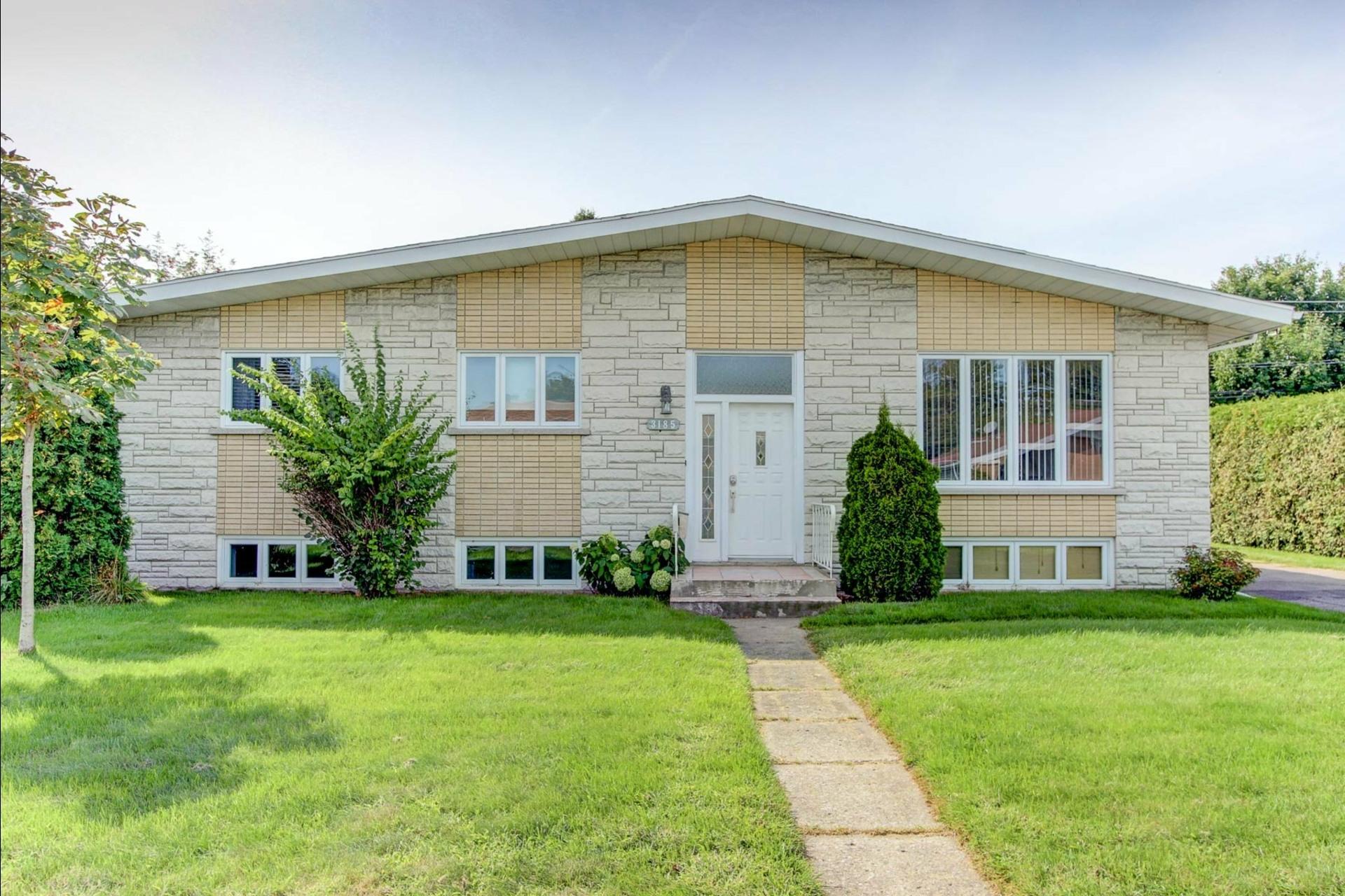 image 0 - House For sale Trois-Rivières - 12 rooms