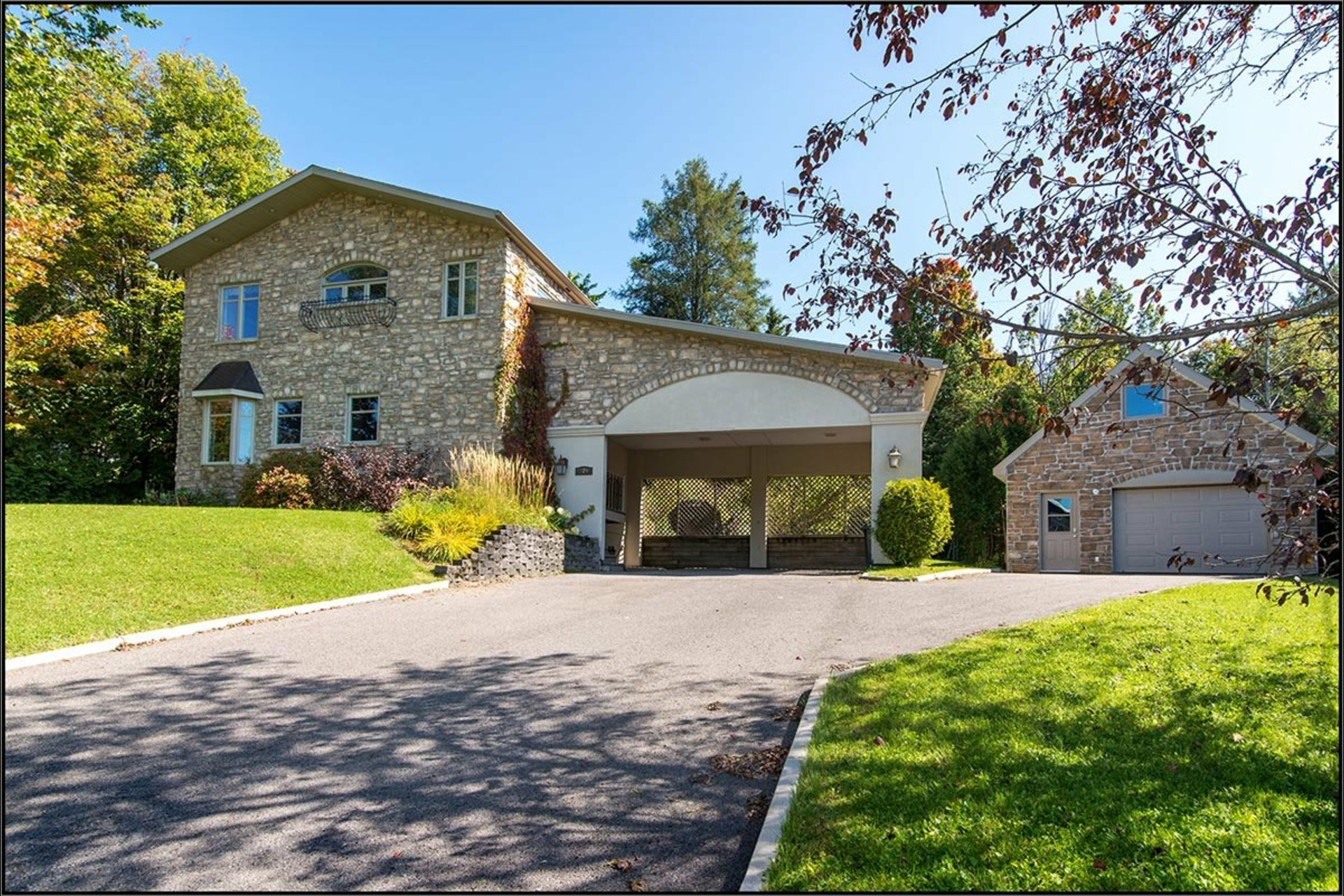 image 0 - House For sale Saint-Raymond - 16 rooms