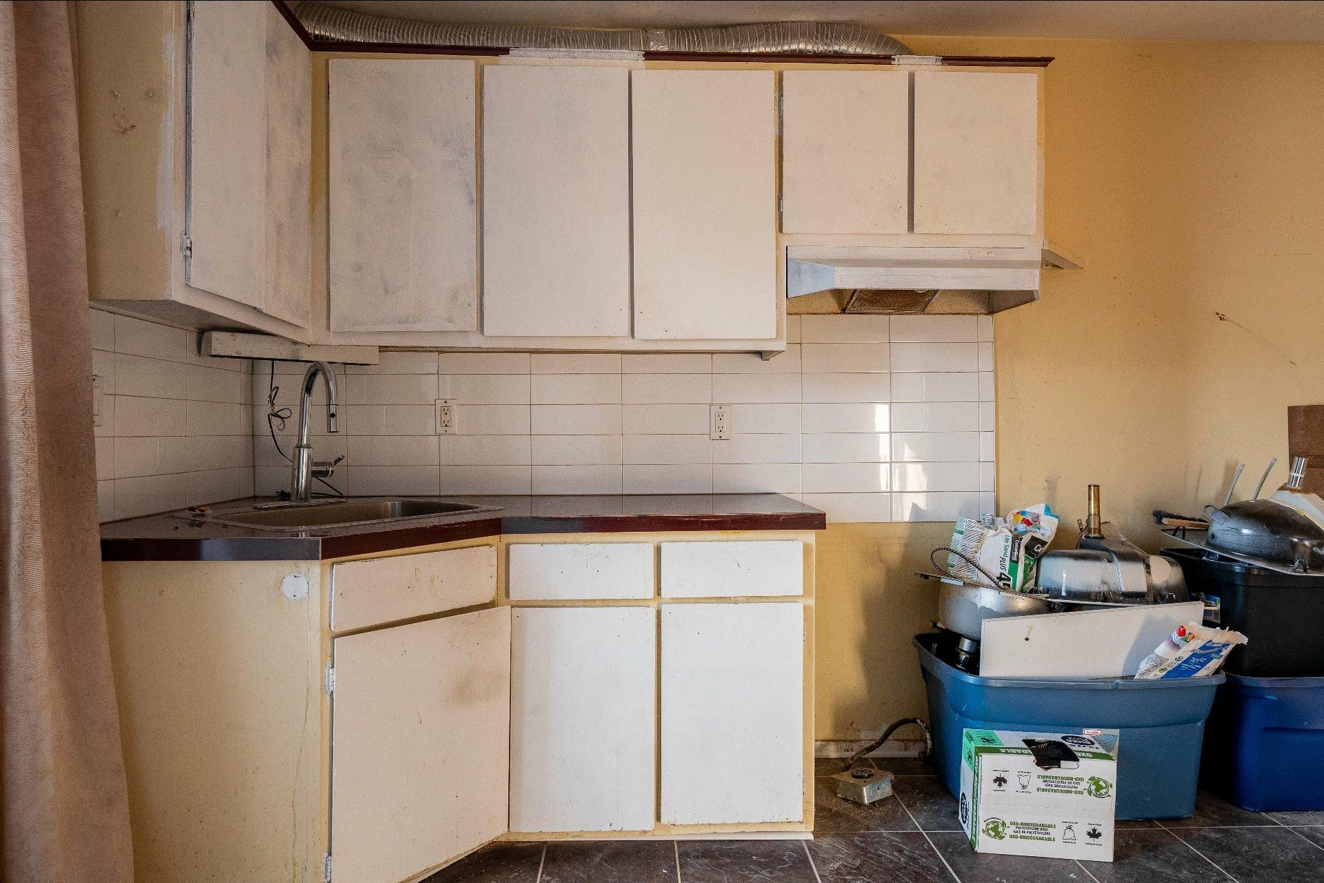 image 19 - Immeuble à revenus À vendre Anjou Montréal  - 5 pièces