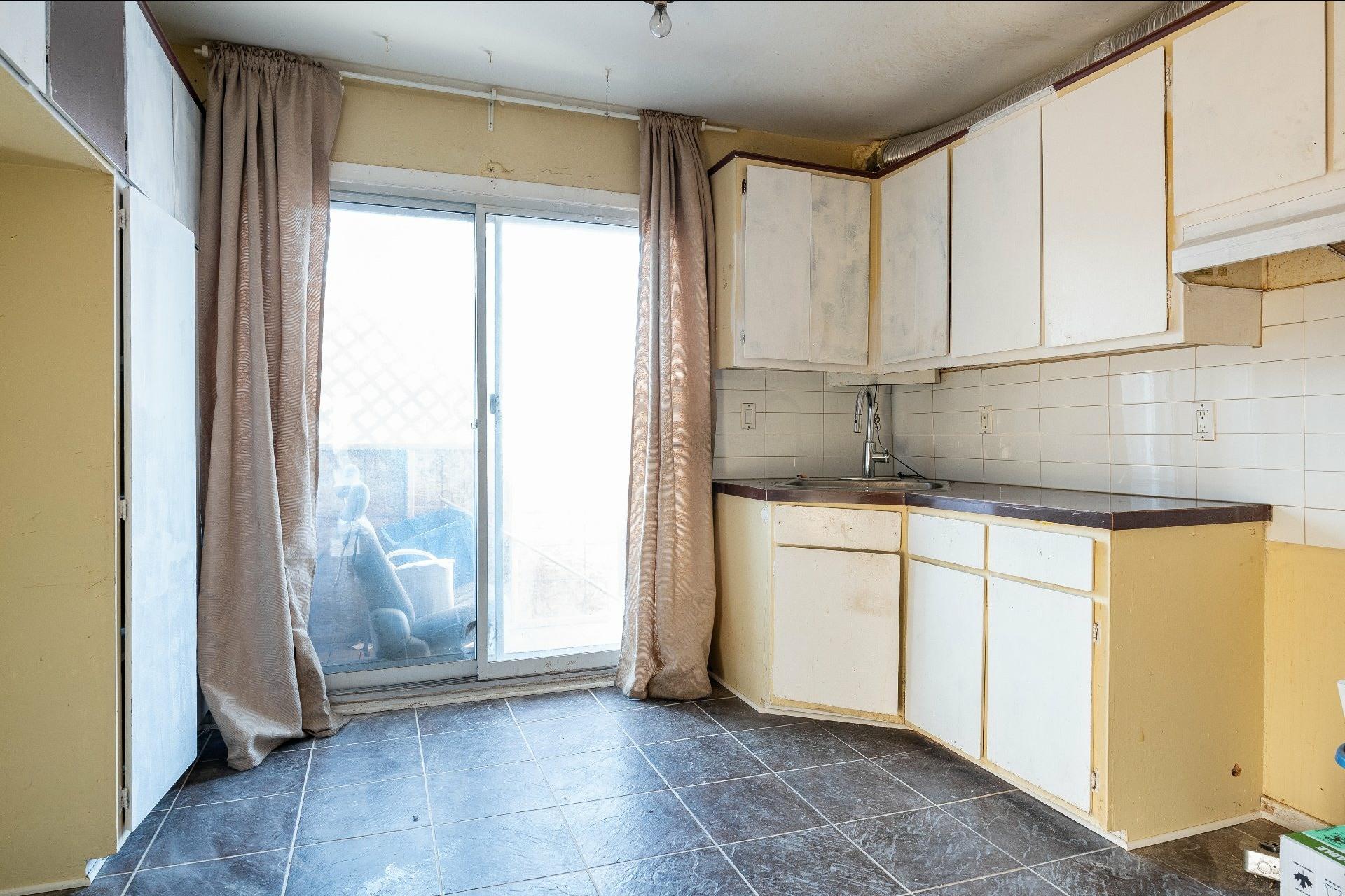 image 21 - Immeuble à revenus À vendre Anjou Montréal  - 5 pièces