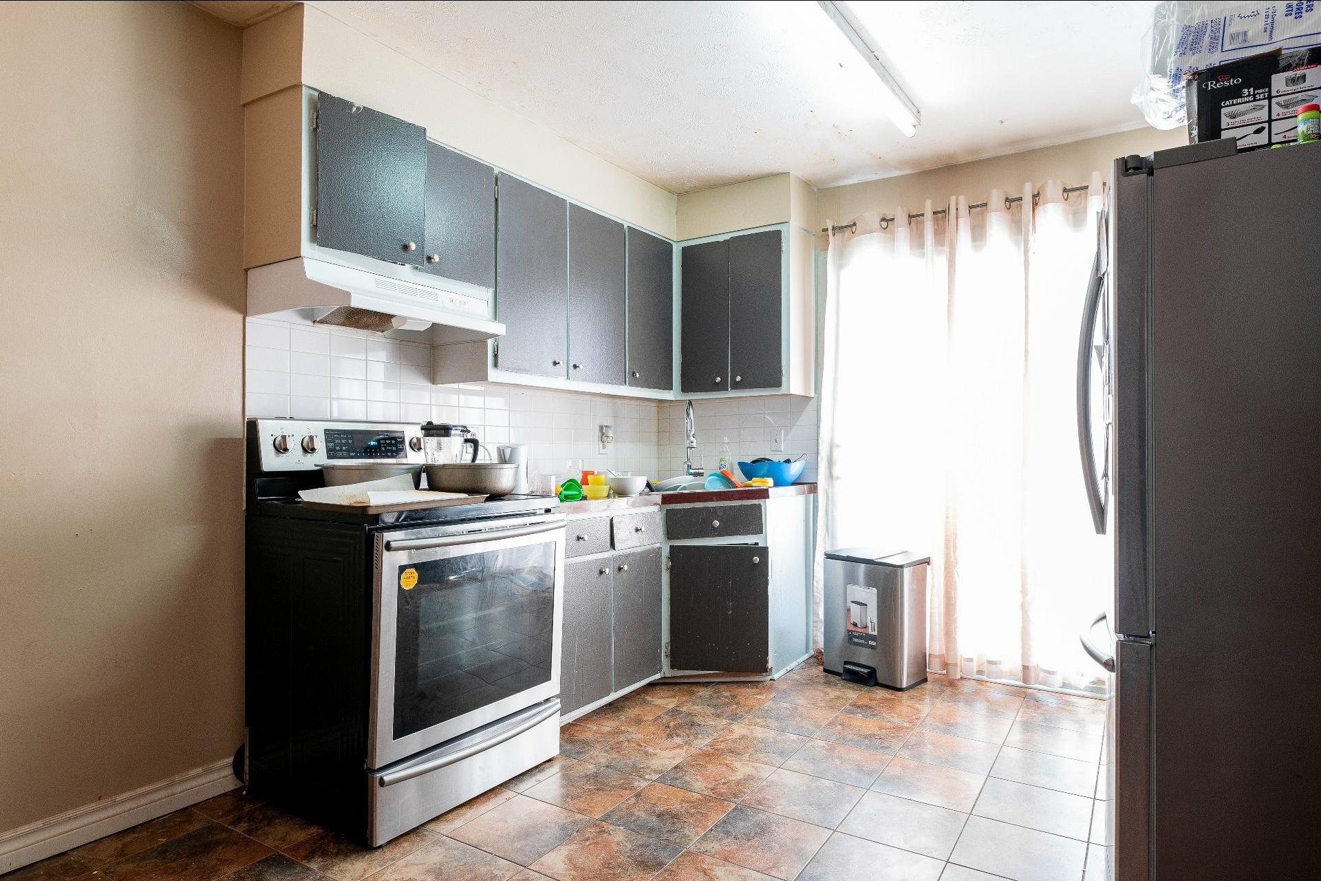 image 14 - Immeuble à revenus À vendre Anjou Montréal  - 5 pièces