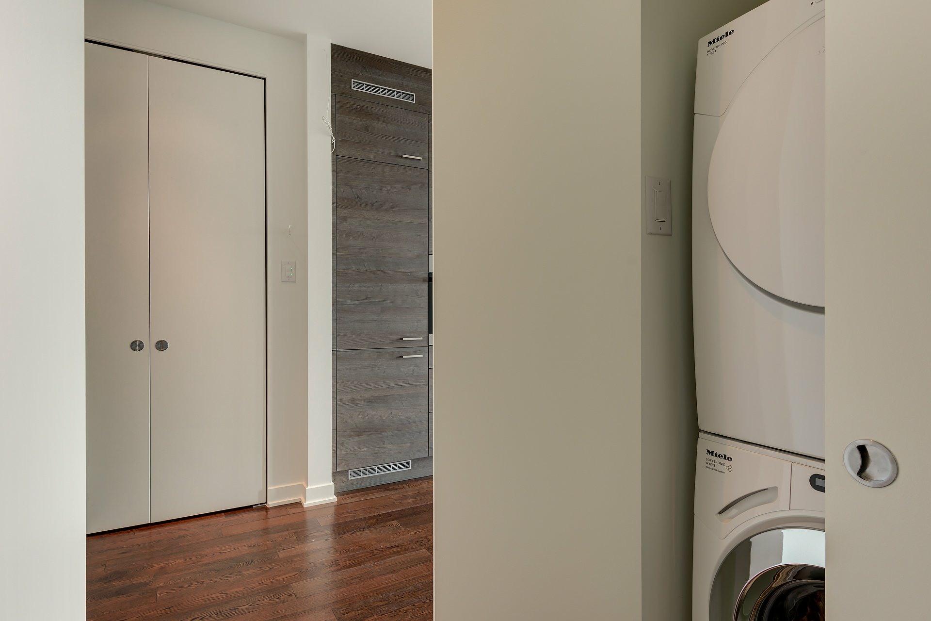 image 11 - Apartment For rent Ville-Marie Montréal  - 4 rooms