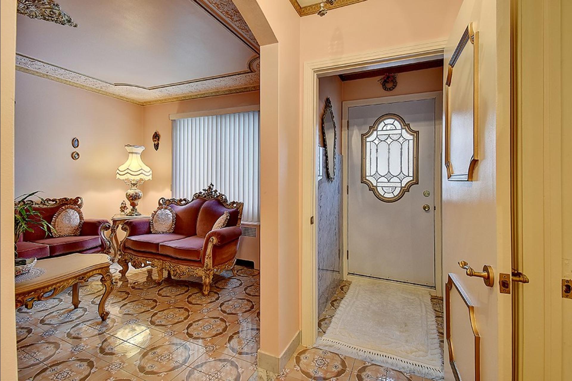 image 2 - House For sale Le Sud-Ouest Montréal  - 12 rooms