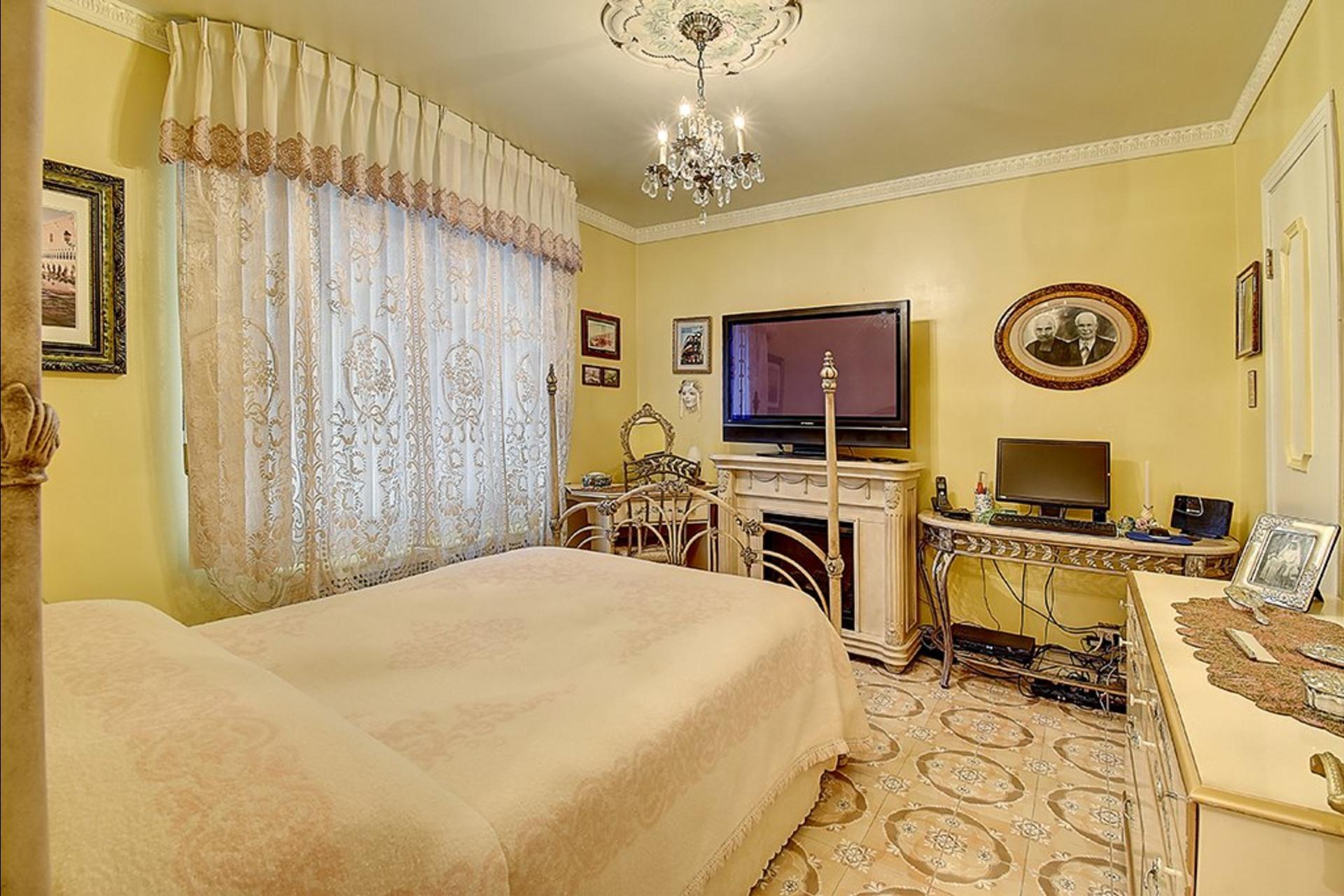 image 7 - House For sale Le Sud-Ouest Montréal  - 12 rooms