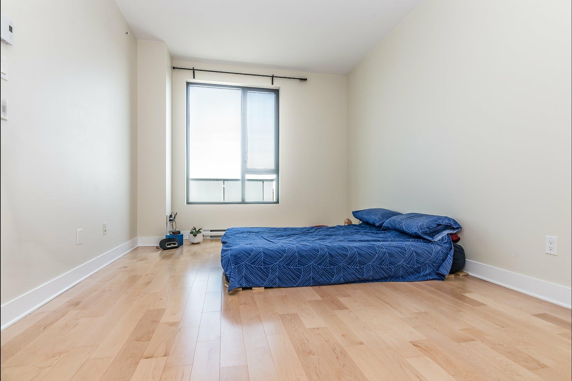 image 10 - Appartement À louer Montréal Côte-des-Neiges/Notre-Dame-de-Grâce  - 5 pièces
