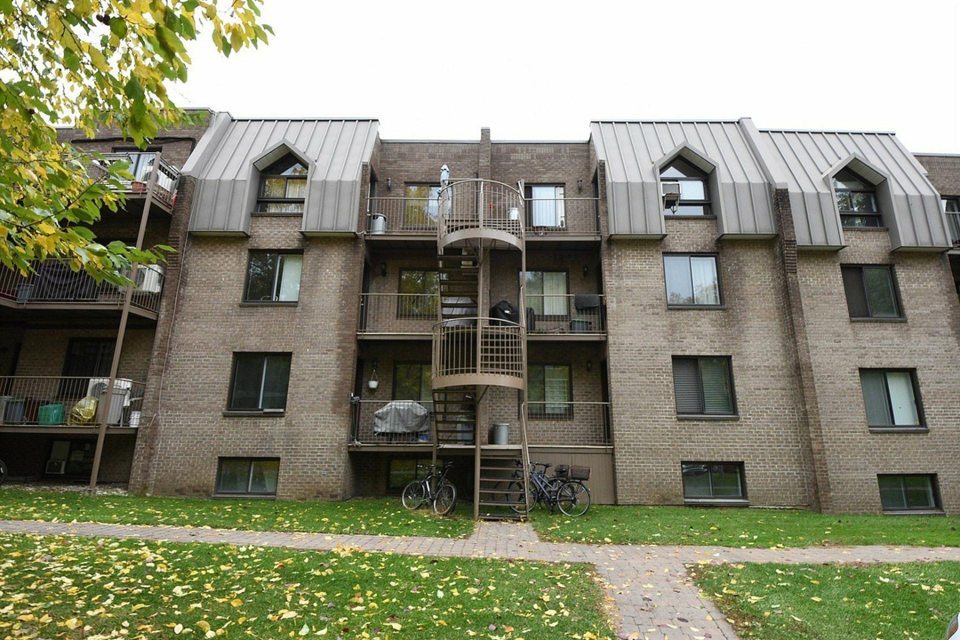 image 16 - Apartment For rent Montréal Le Sud-Ouest  - 5 rooms