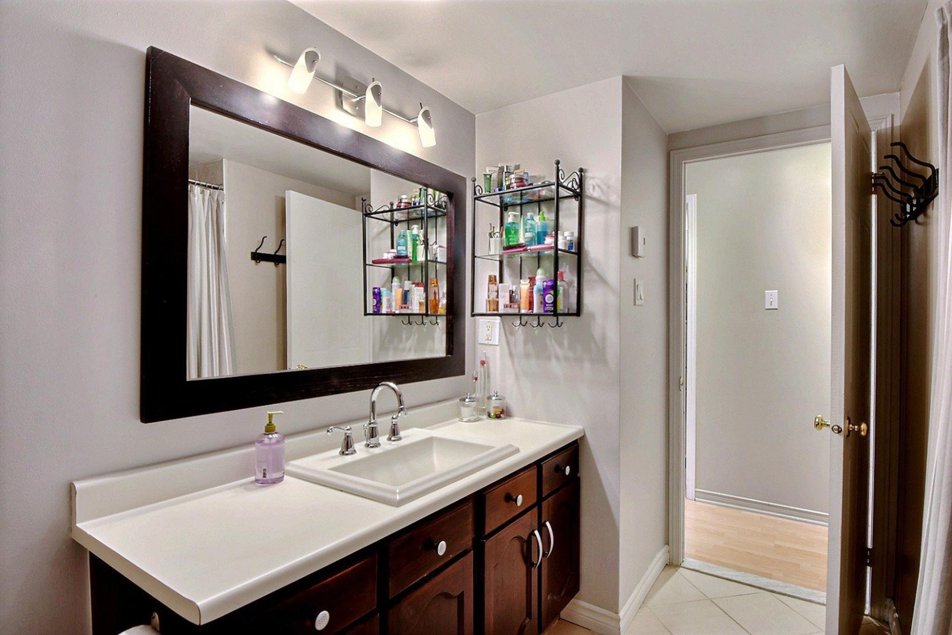 image 13 - Apartment For rent Montréal Le Sud-Ouest  - 5 rooms