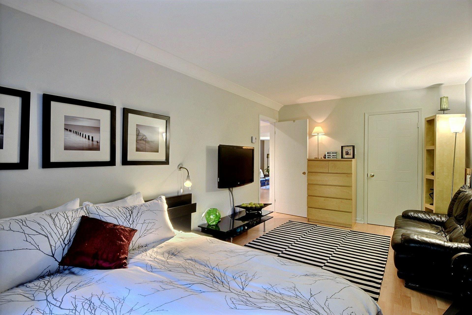 image 11 - Apartment For rent Montréal Le Sud-Ouest  - 5 rooms