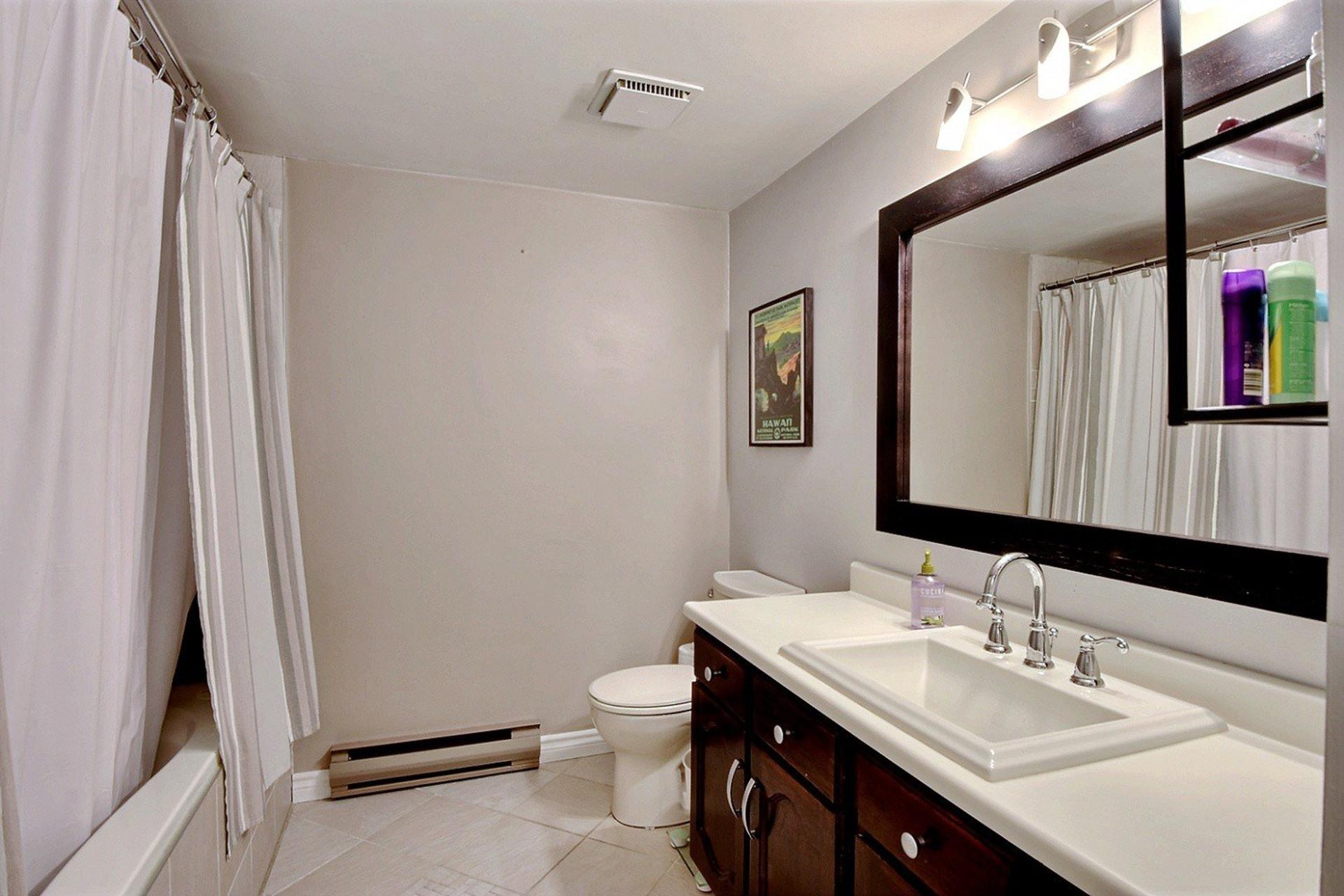 image 12 - Apartment For rent Montréal Le Sud-Ouest  - 5 rooms