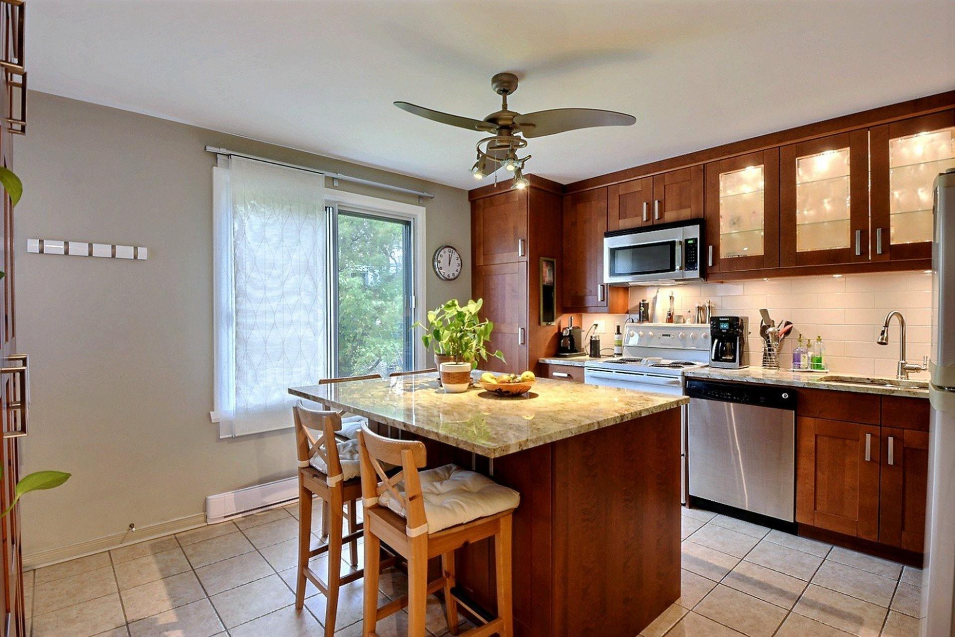 image 6 - Apartment For rent Montréal Le Sud-Ouest  - 5 rooms