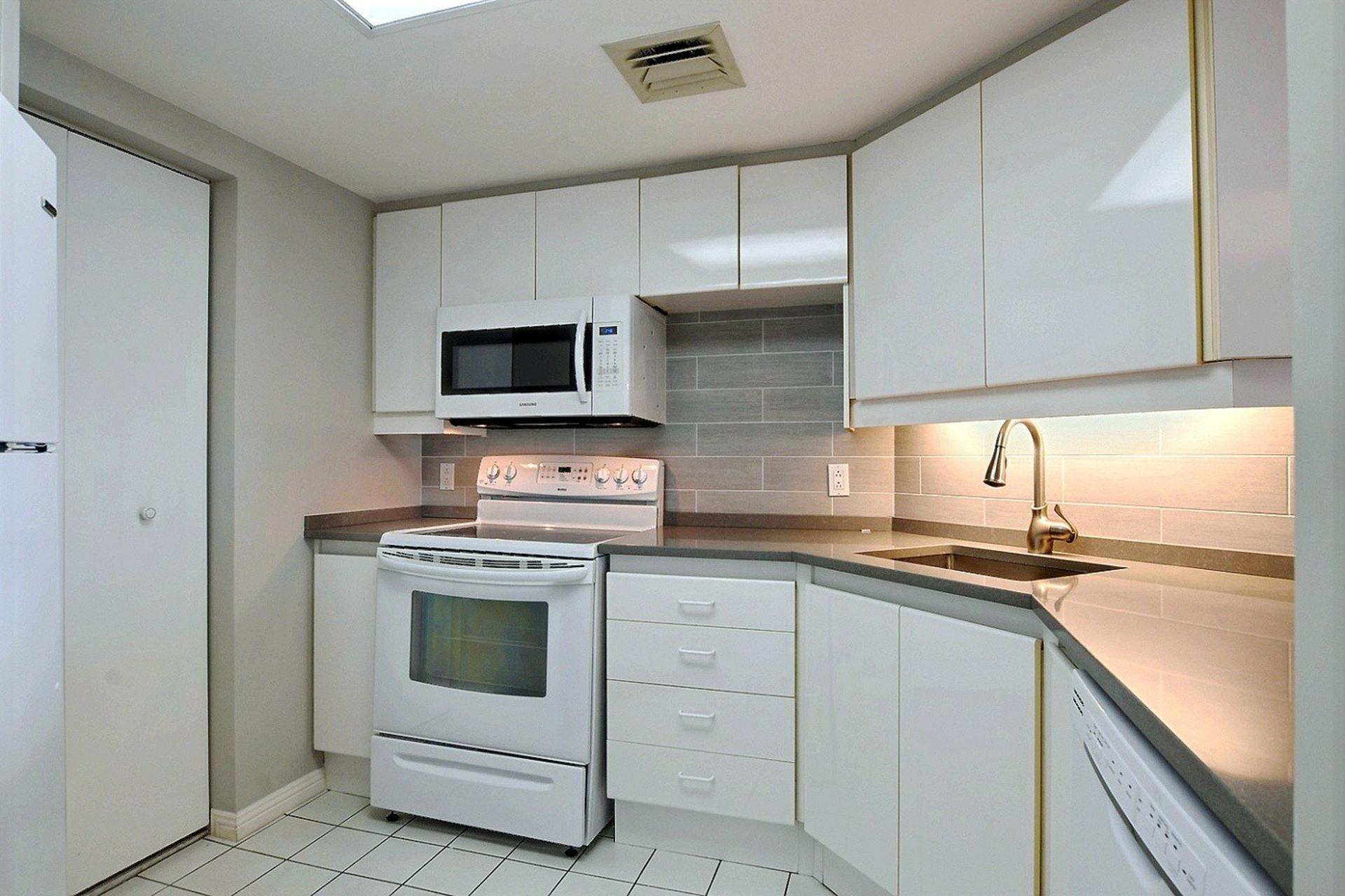 image 10 - Apartment For rent Verdun/Île-des-Sours Montréal  - 4 rooms