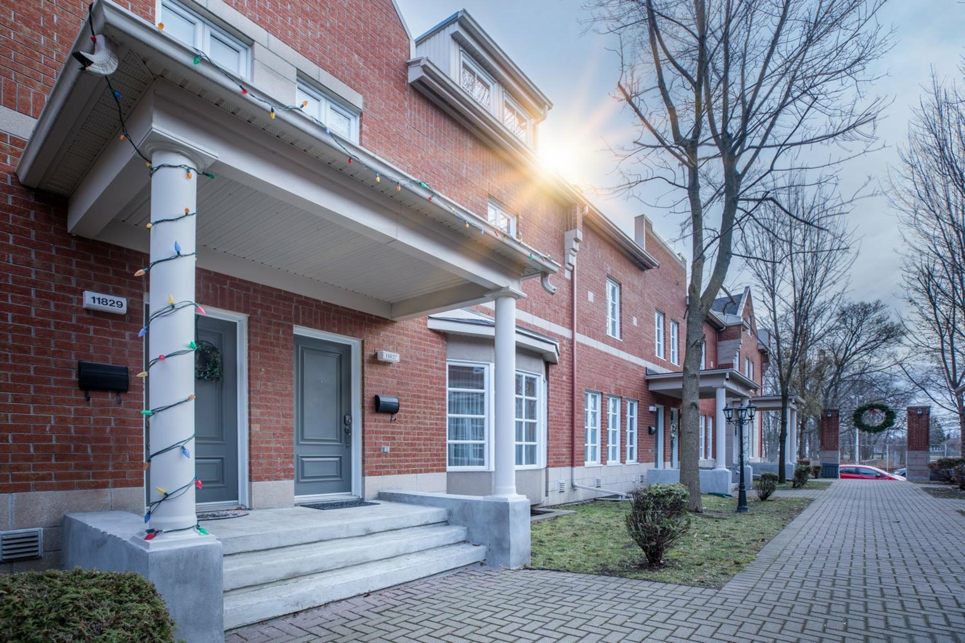 image 1 - Maison À vendre Ahuntsic-Cartierville Montréal  - 8 pièces
