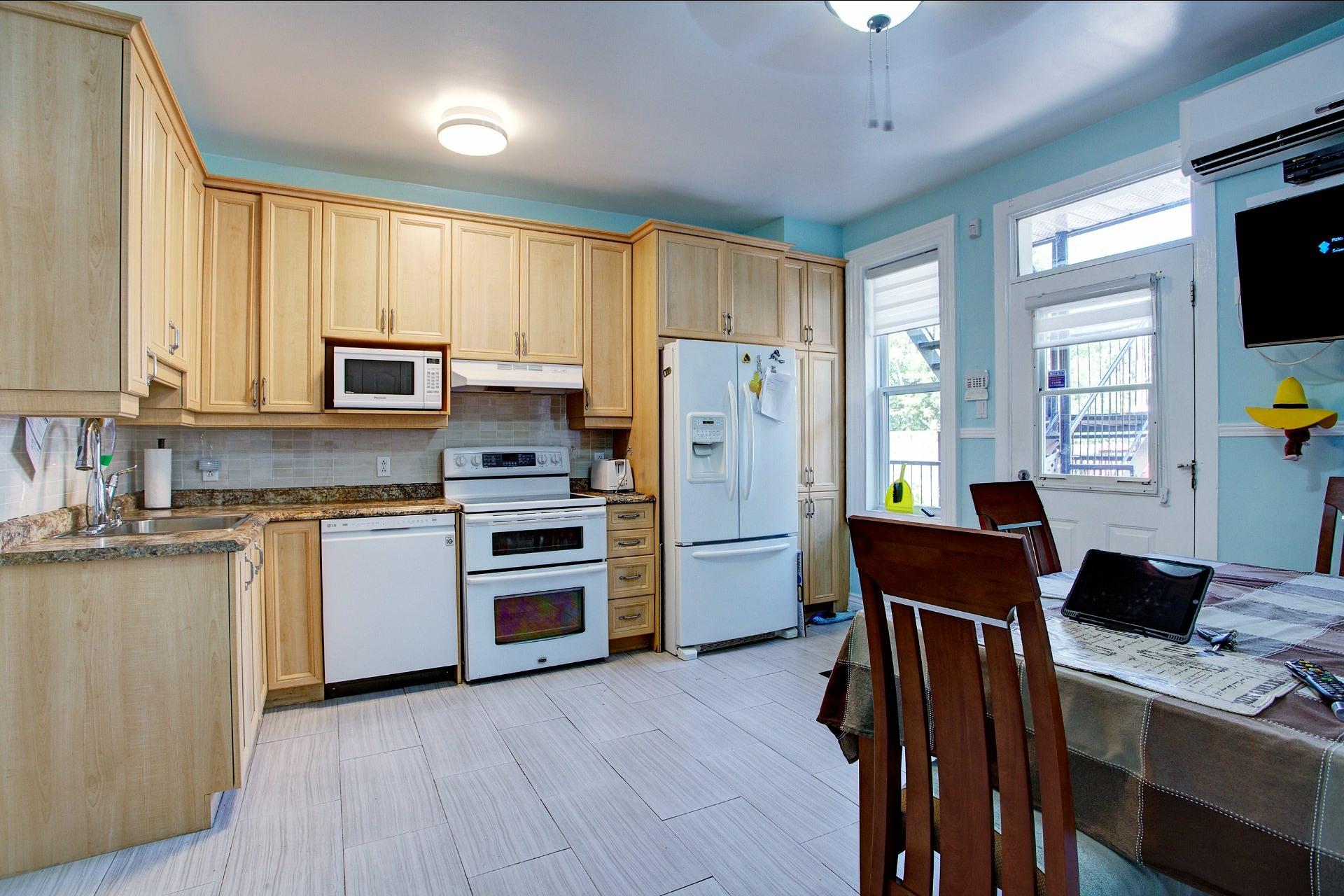 image 4 - Income property For sale Le Sud-Ouest Montréal  - 4 rooms