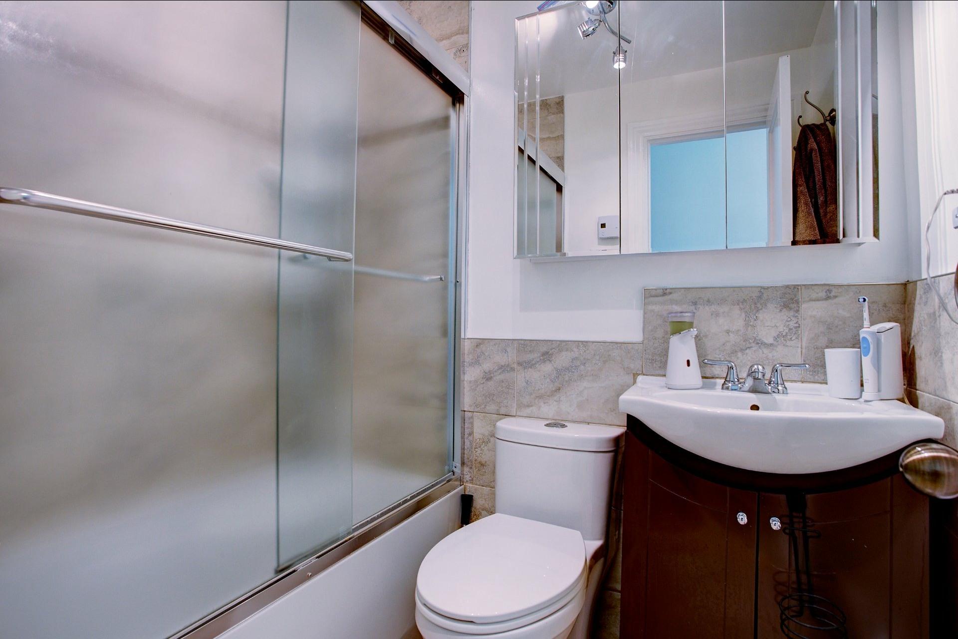 image 11 - Income property For sale Le Sud-Ouest Montréal  - 4 rooms