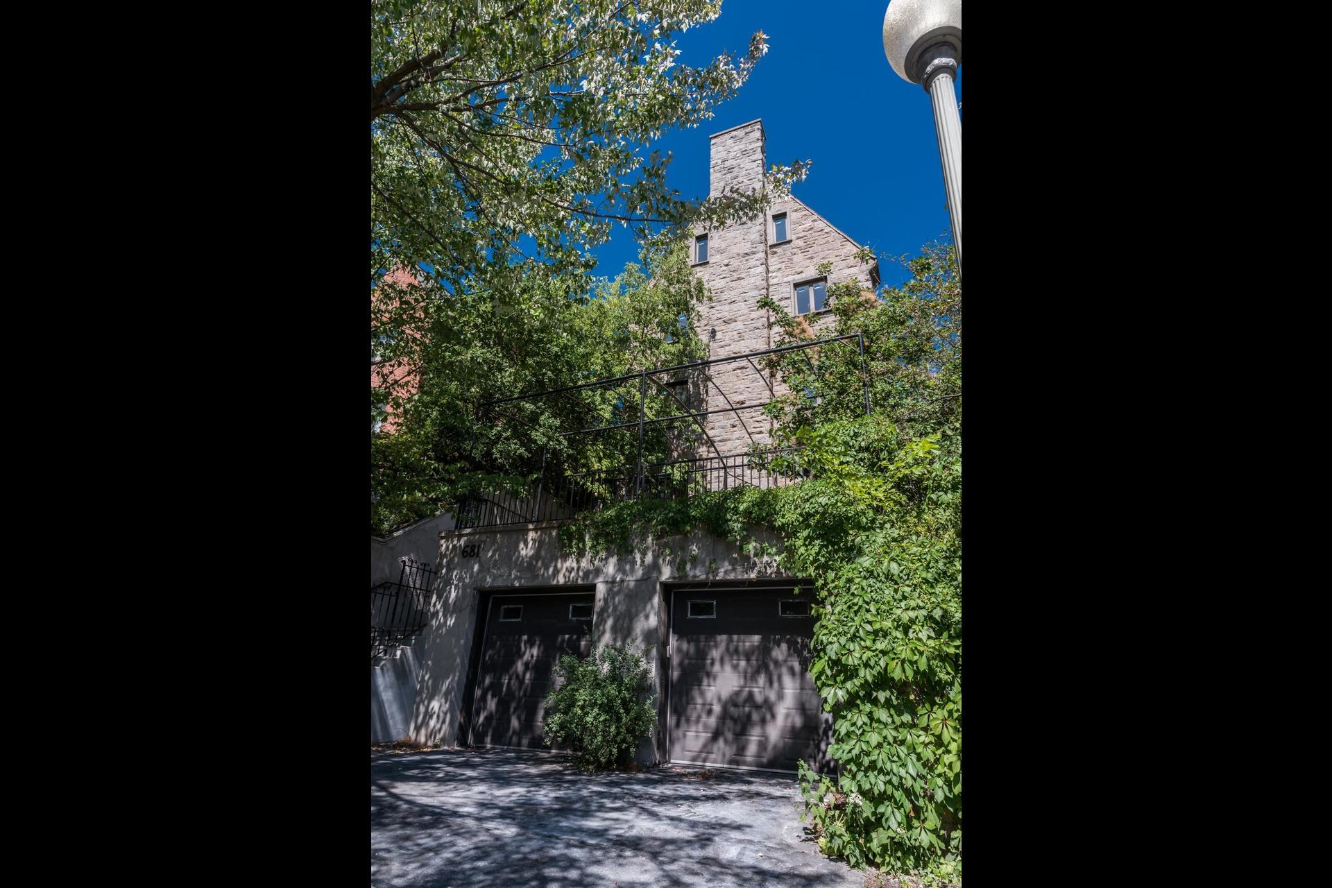 image 1 - Maison À vendre Westmount - 16 pièces