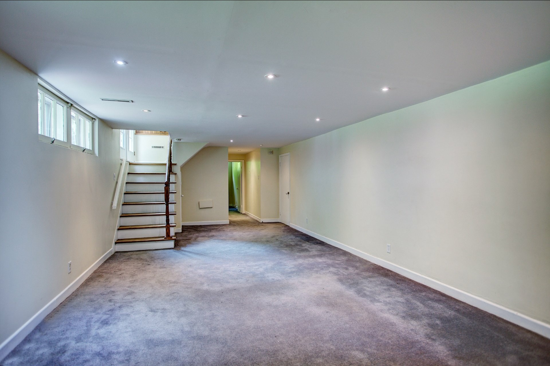 image 17 - House For sale Beaconsfield - 10 rooms