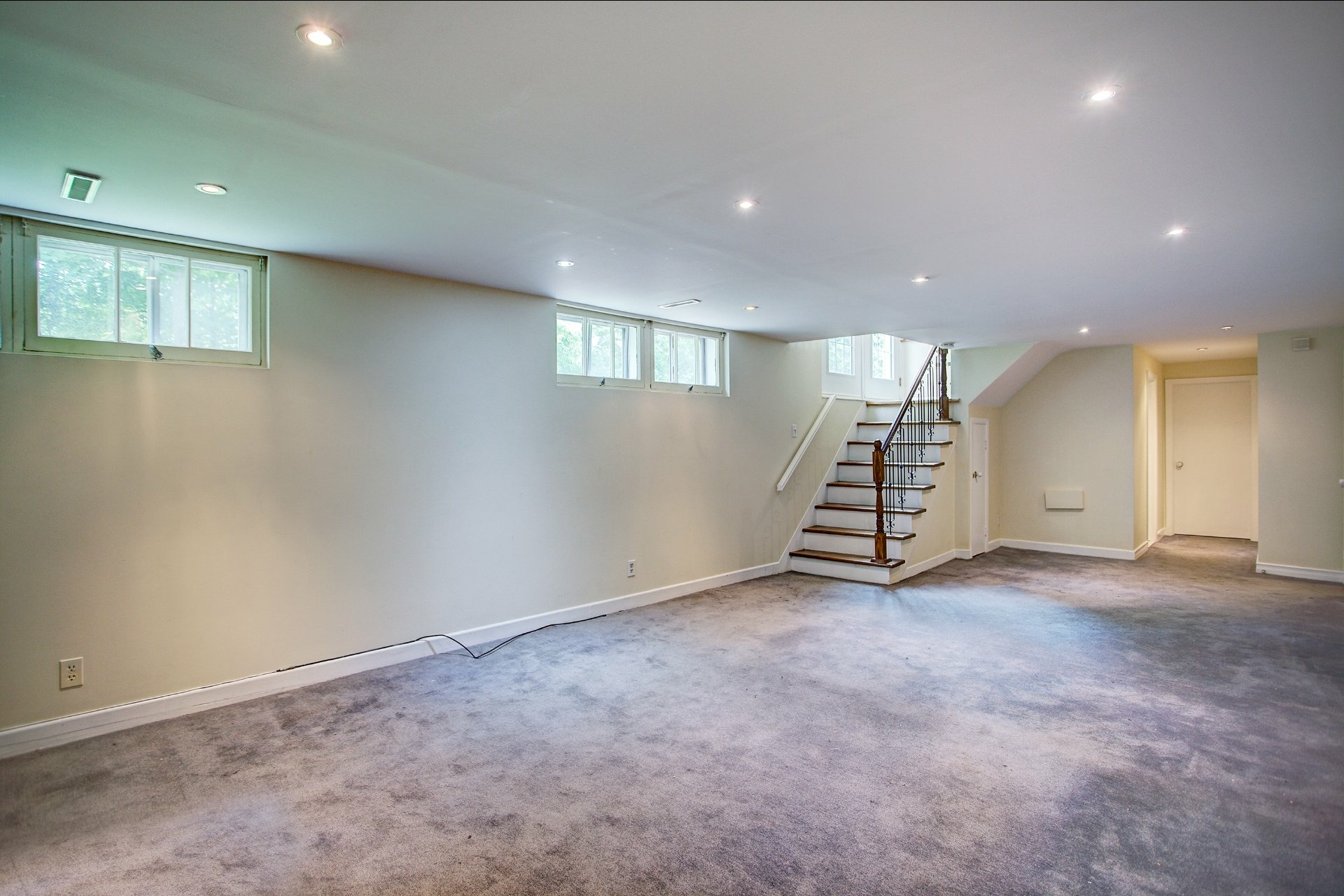 image 18 - House For sale Beaconsfield - 10 rooms