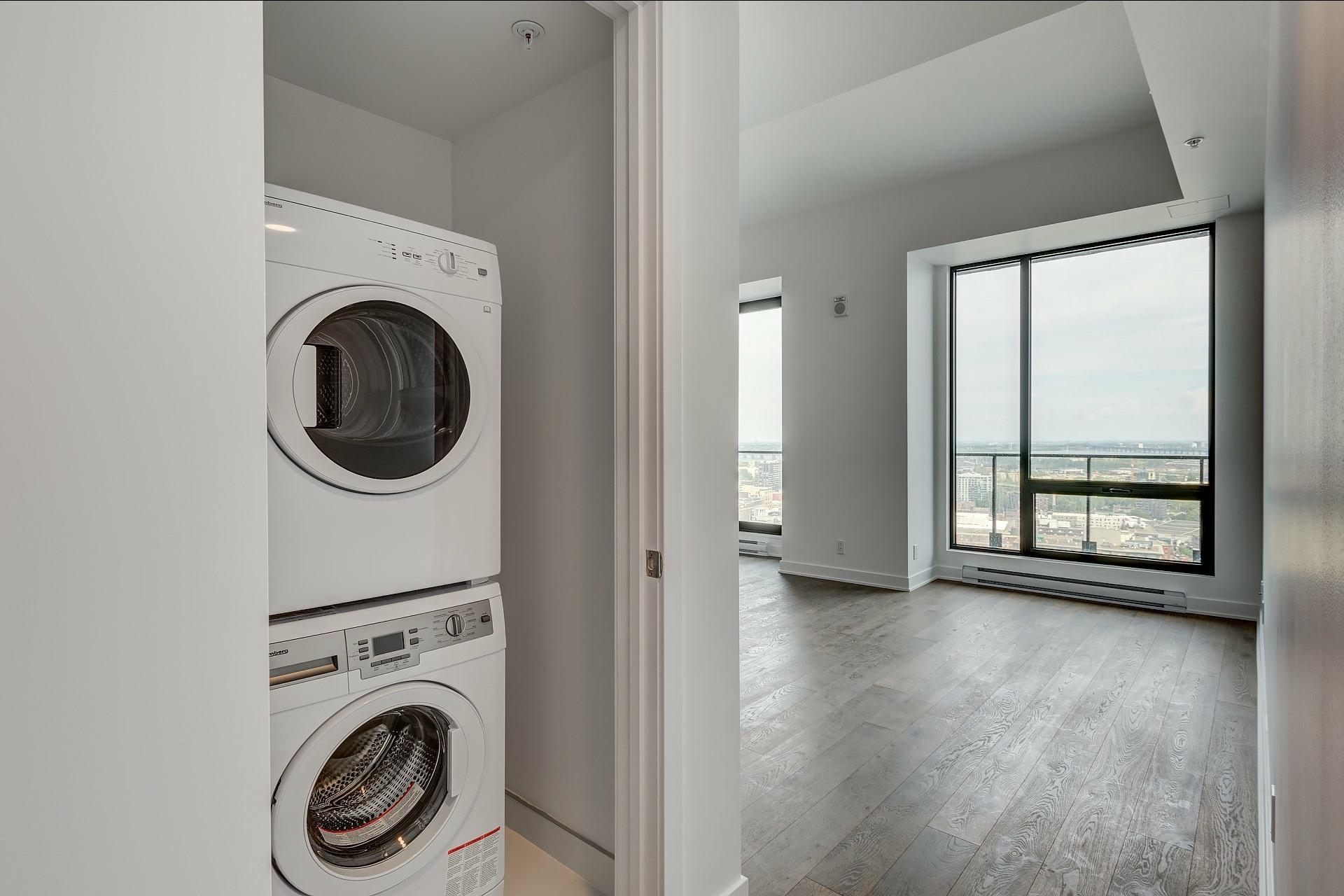 image 11 - Appartement À louer Montréal Ville-Marie  - 4 pièces