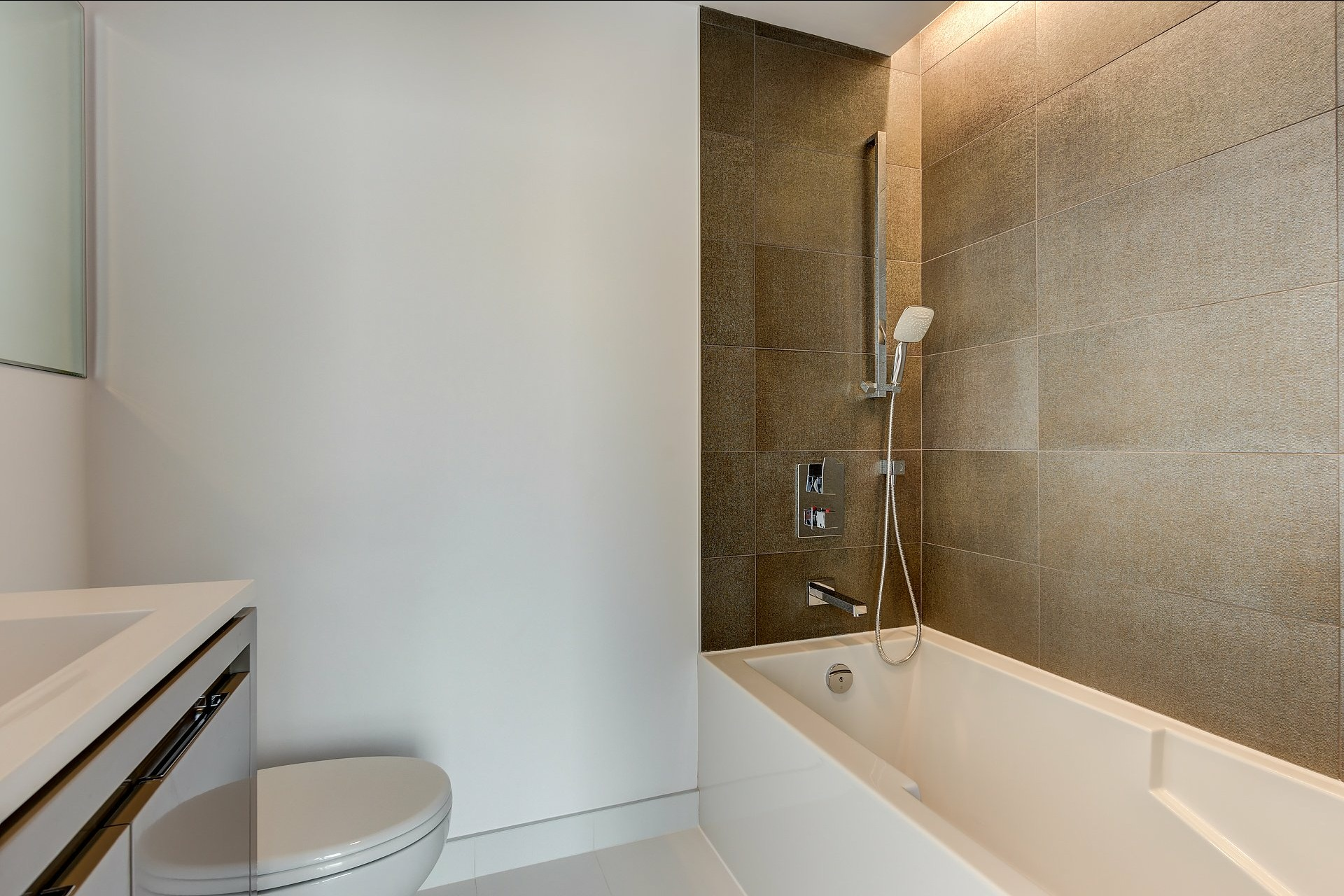 image 7 - Apartment For rent Montréal Ville-Marie  - 4 rooms