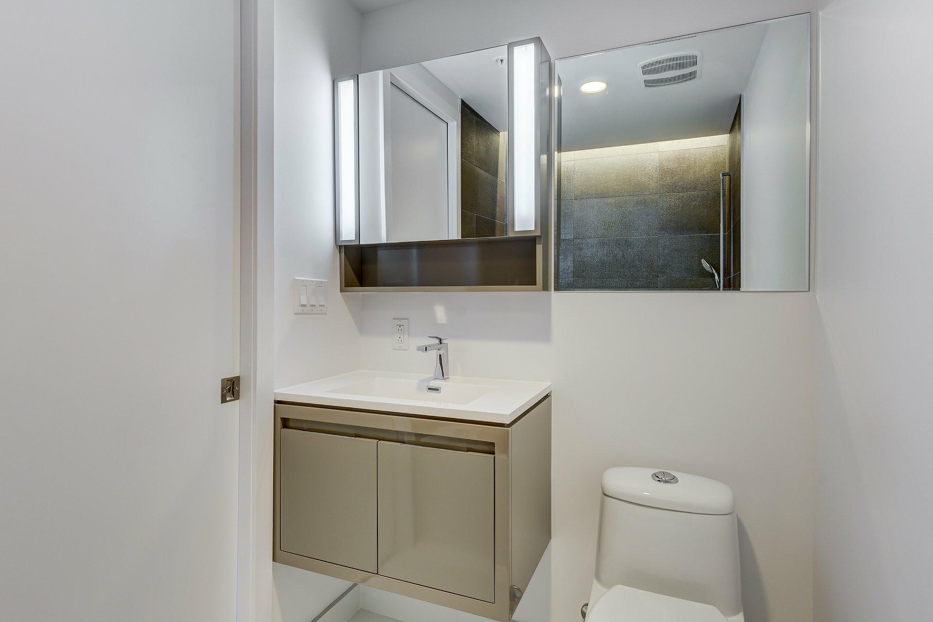 image 6 - Apartment For rent Montréal Ville-Marie  - 4 rooms