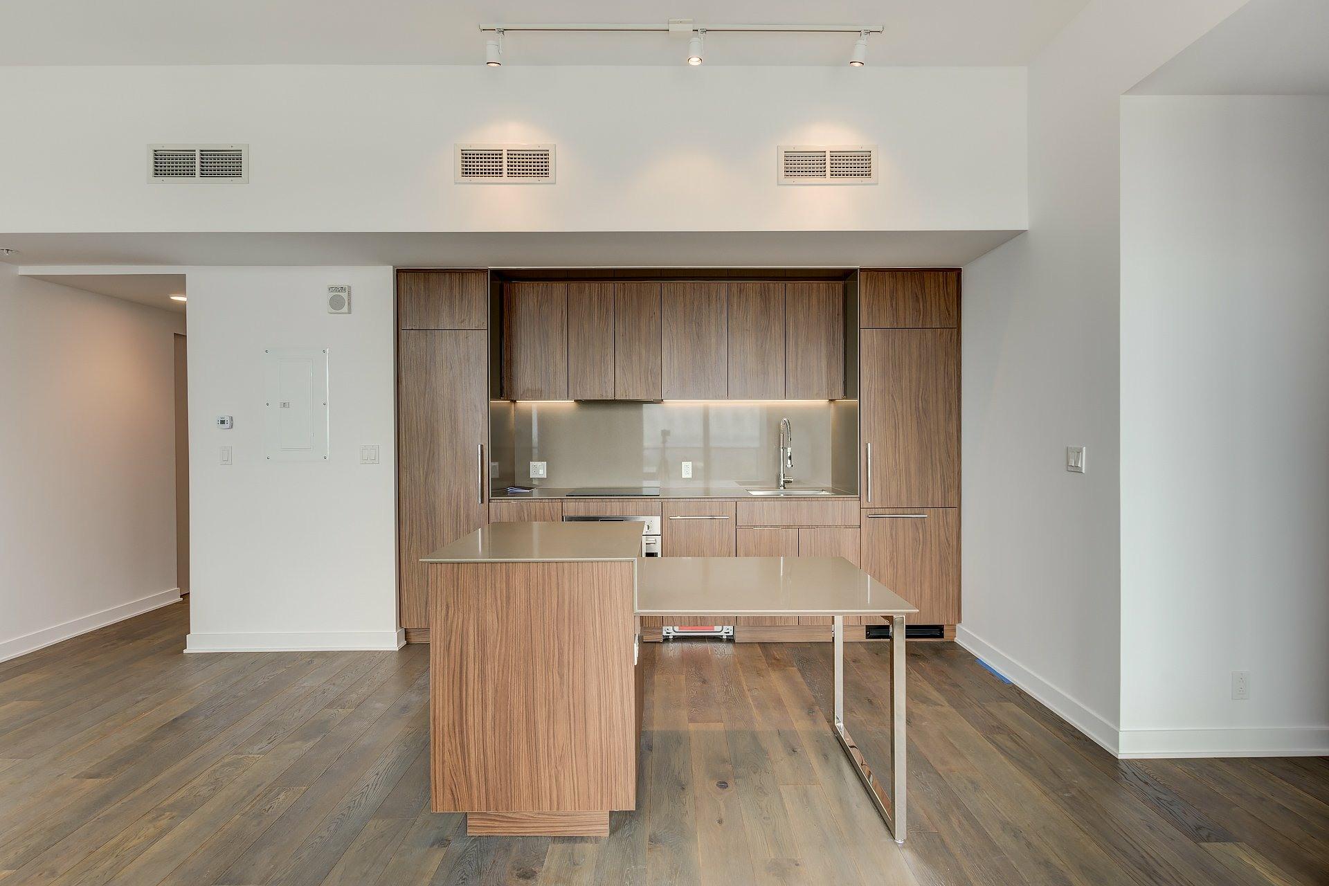 image 4 - Appartement À louer Montréal Ville-Marie  - 4 pièces