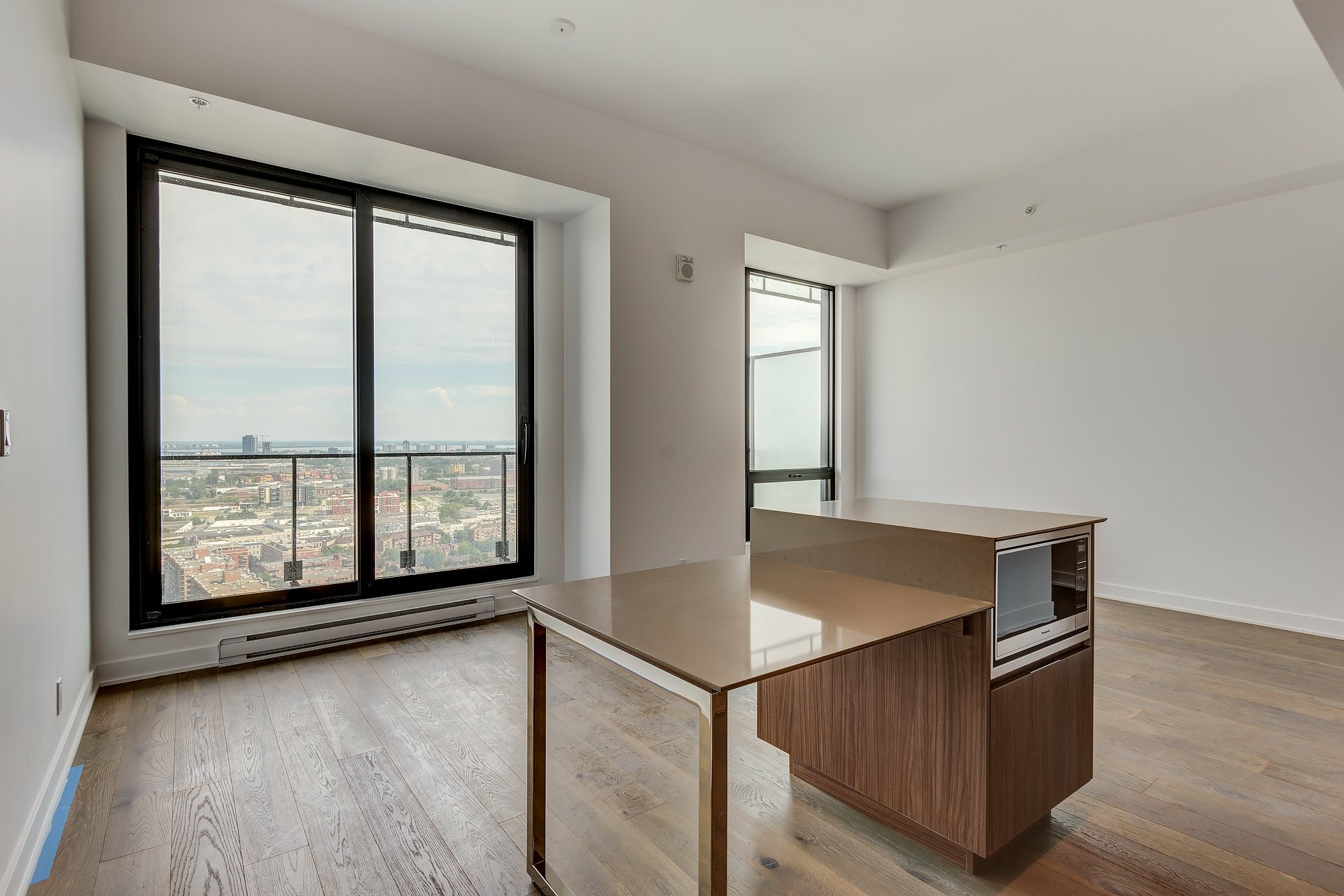 image 2 - Apartment For rent Montréal Ville-Marie  - 4 rooms