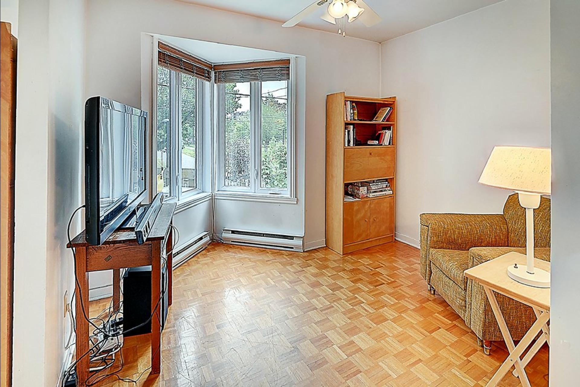image 9 - House For sale Montréal Le Sud-Ouest  - 10 rooms