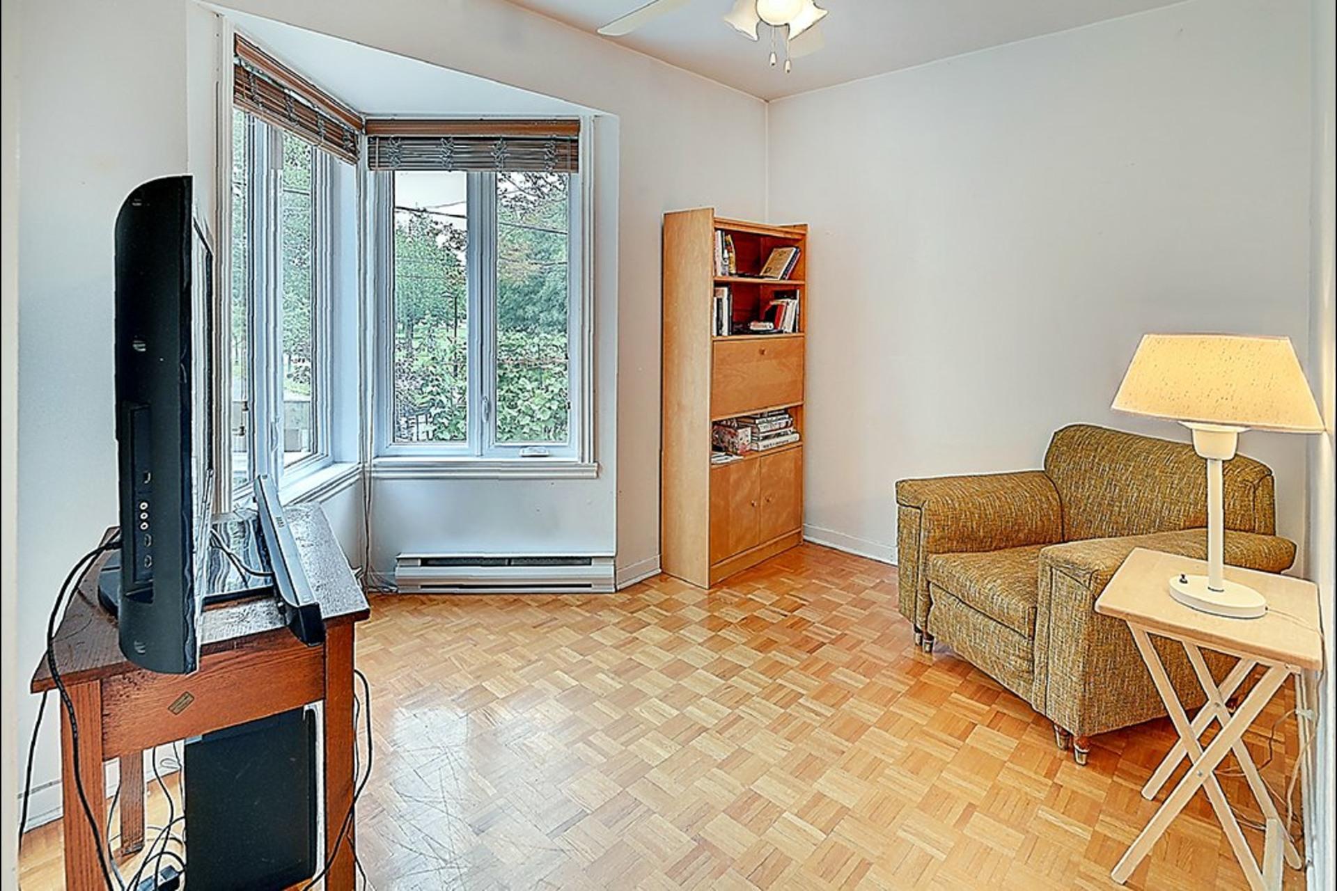 image 8 - House For sale Montréal Le Sud-Ouest  - 10 rooms