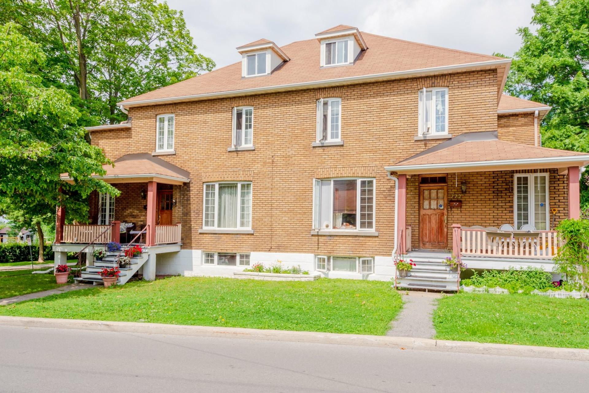 image 0 - Duplex For sale Sainte-Anne-de-Bellevue - 6 rooms