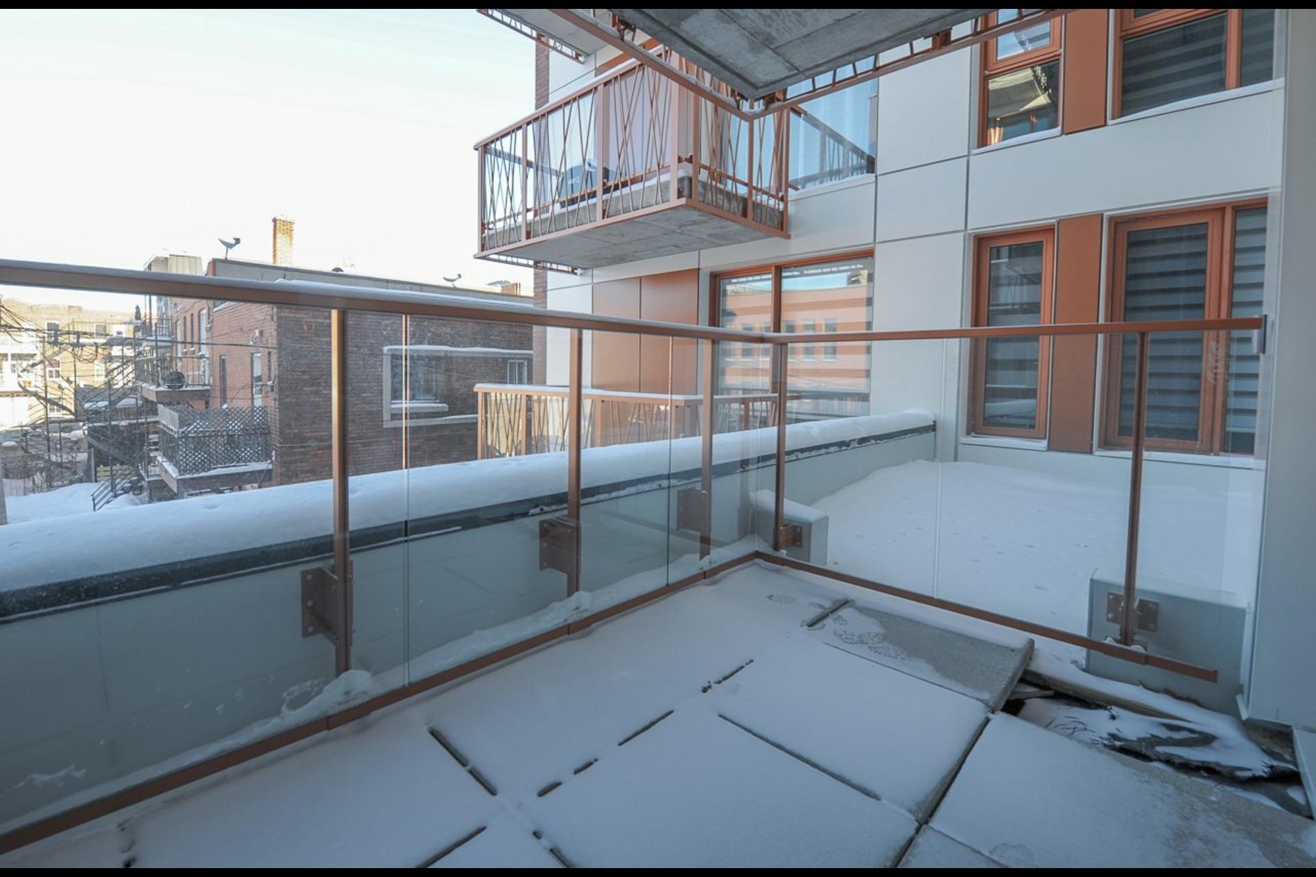 image 12 - Appartement À louer Montréal Rosemont/La Petite-Patrie  - 4 pièces
