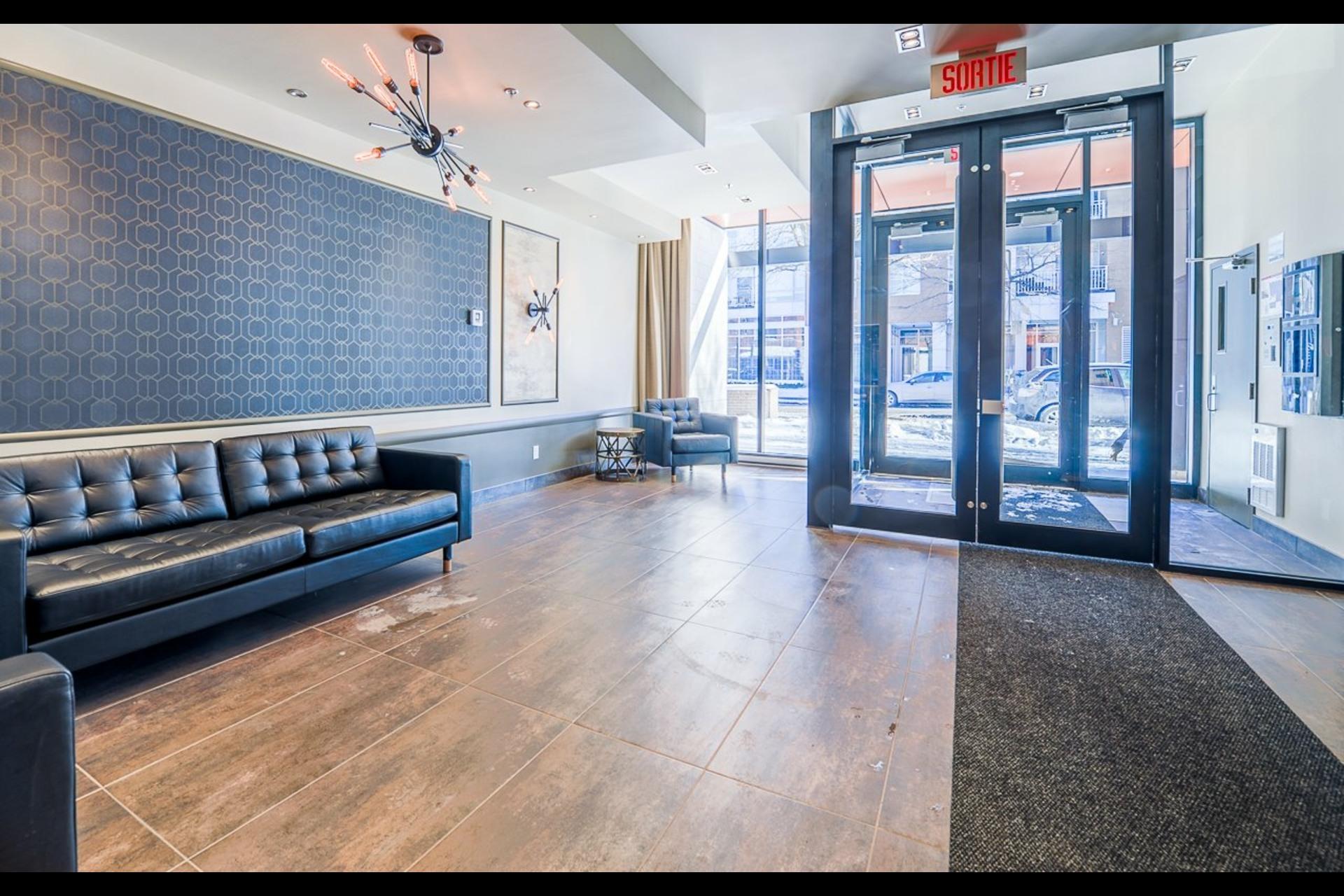 image 0 - Appartement À louer Montréal Rosemont/La Petite-Patrie  - 4 pièces