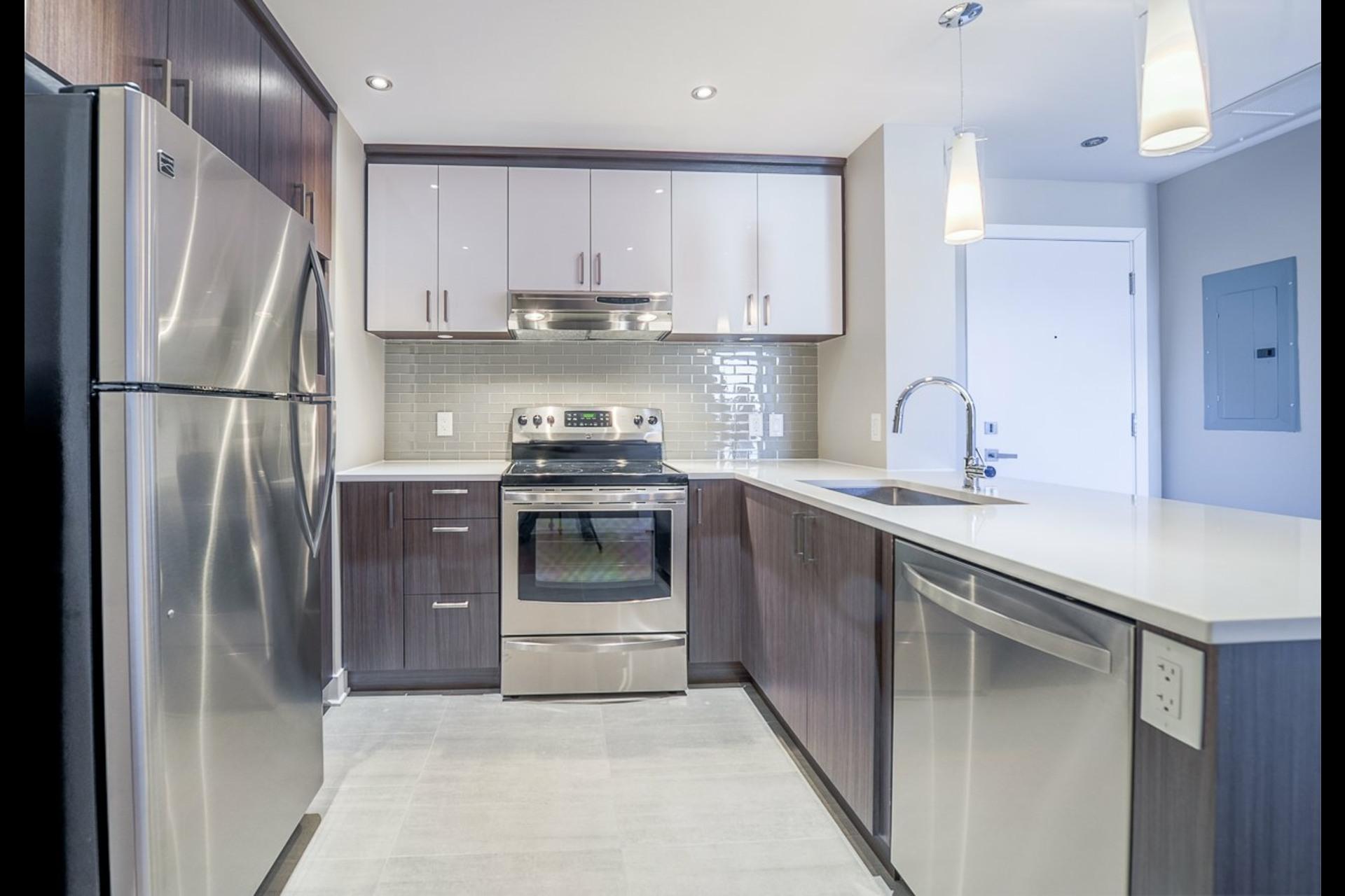 image 8 - Appartement À louer Montréal Rosemont/La Petite-Patrie  - 4 pièces