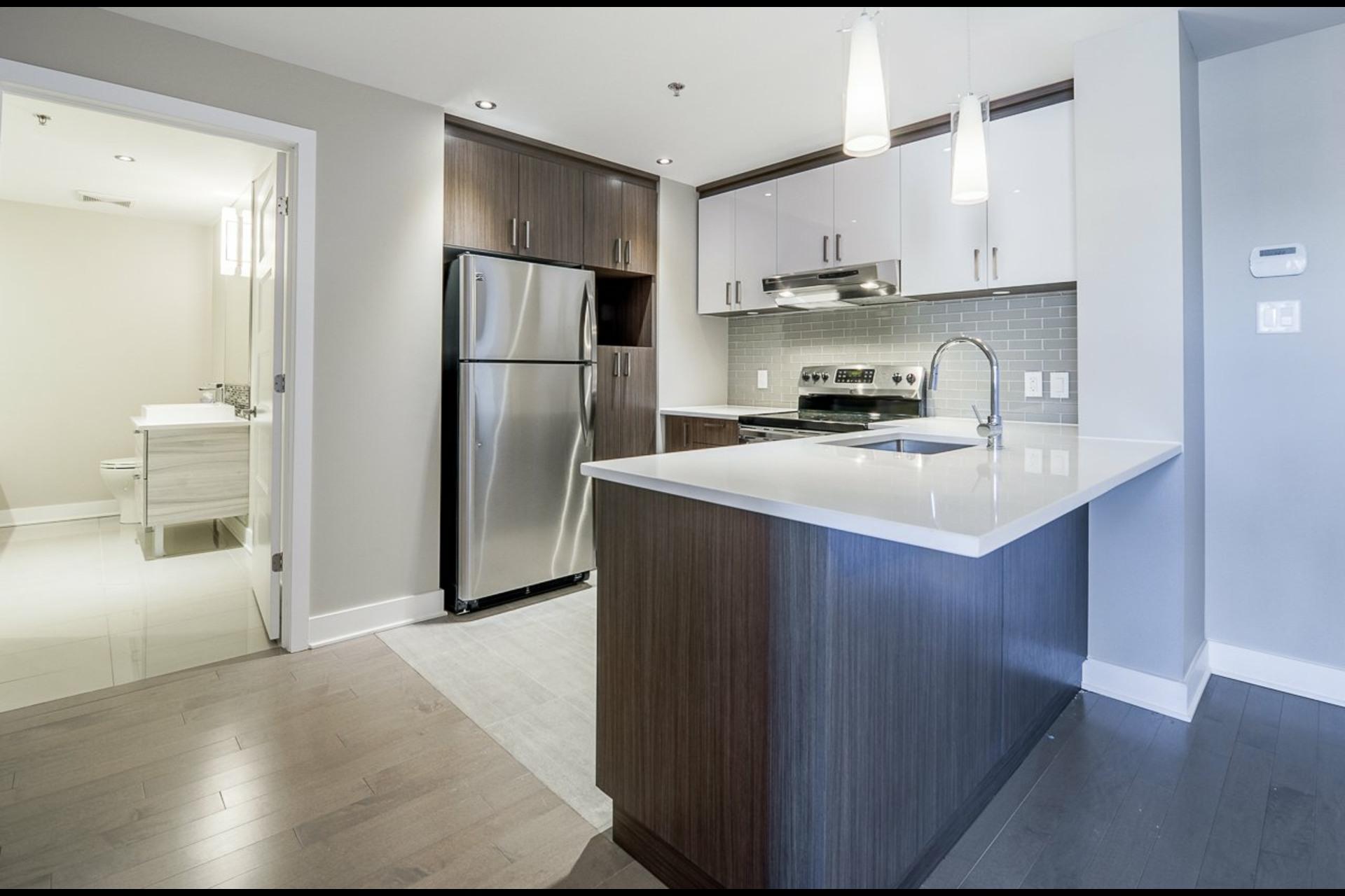 image 6 - Appartement À louer Montréal Rosemont/La Petite-Patrie  - 4 pièces