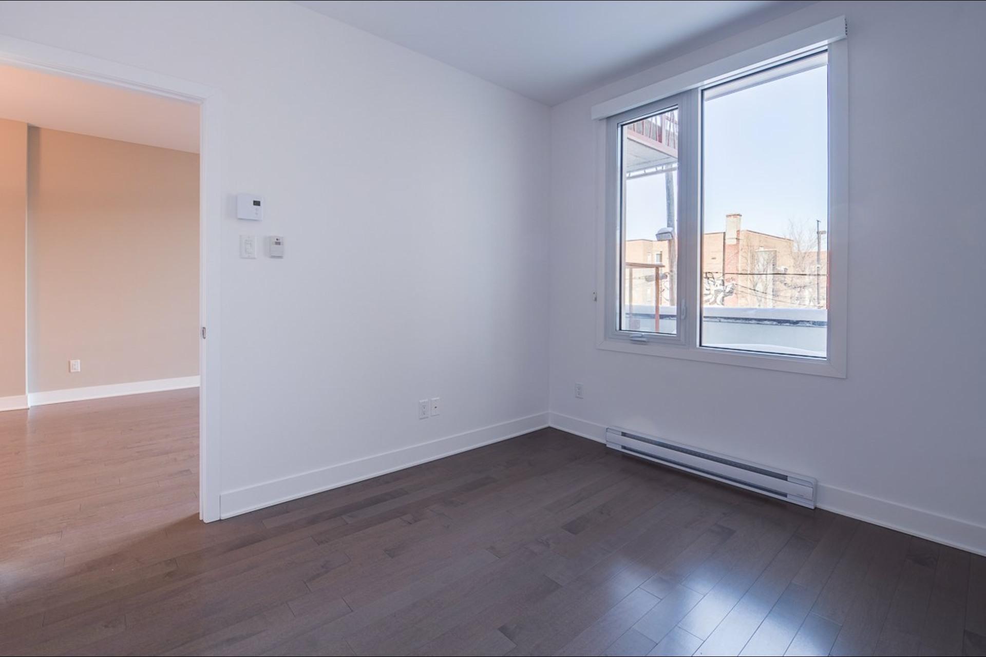 image 4 - Appartement À louer Montréal Rosemont/La Petite-Patrie  - 4 pièces